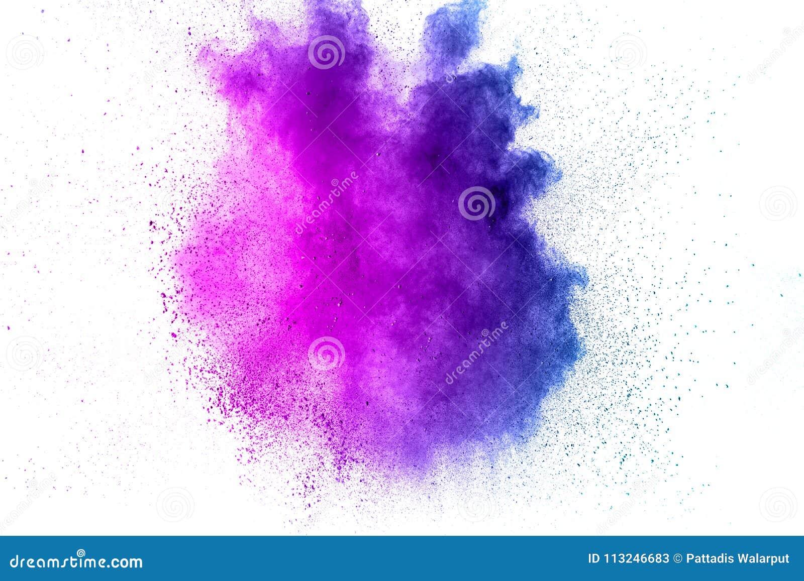 Den abstrakta explosionen av lilor dammar av på vit bakgrund Abstrakt lilapulver stänker på vit bakgrund