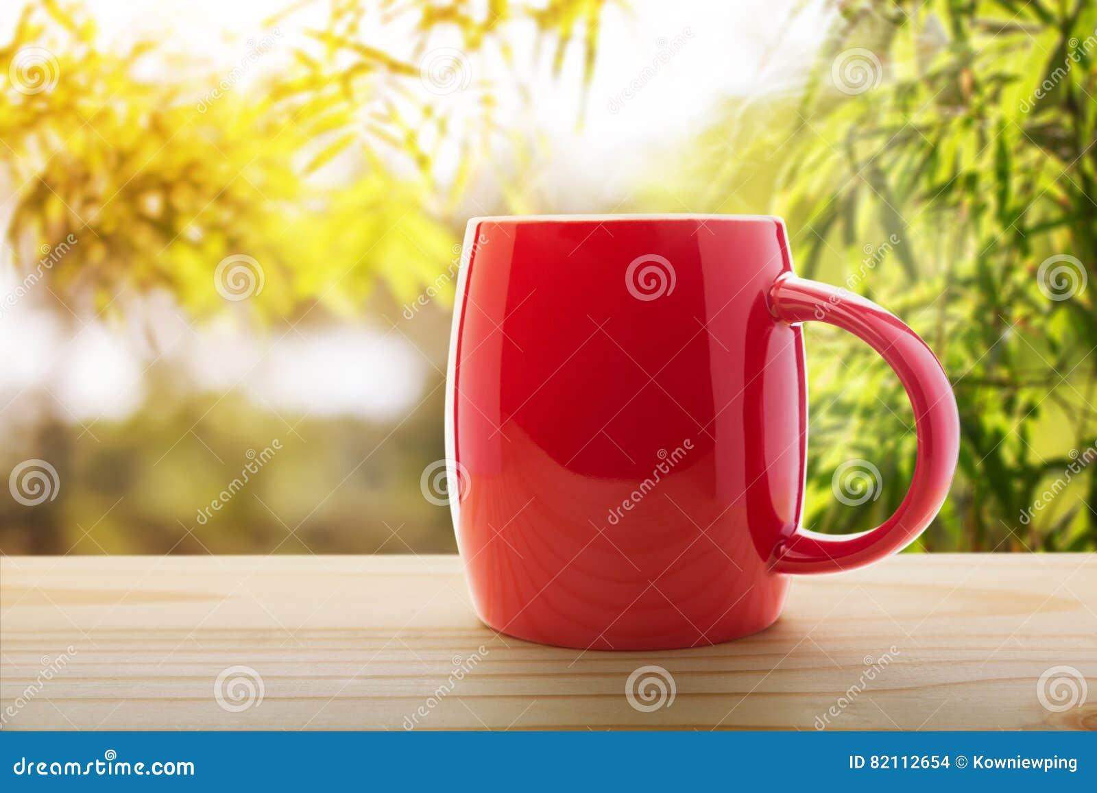 Den antika koppen för affärskaffeavtalet danade för pennplatsen för den nya goda morgonen den gammala skrivmaskinen