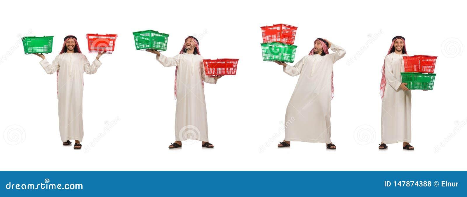 Den arabiska mannen som g?r shopping som isoleras p? vit