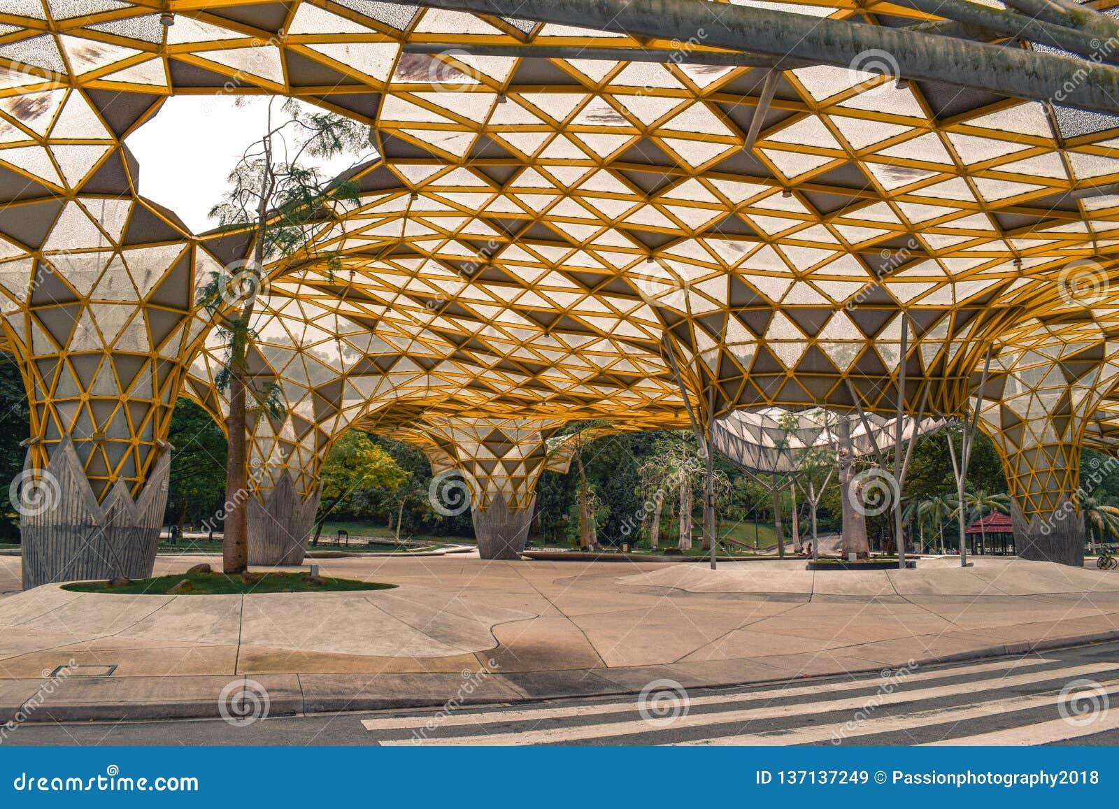 Den artsy gula räkningen i den Perdana botaniska trädgården i Kuala Lumpur Malaysia