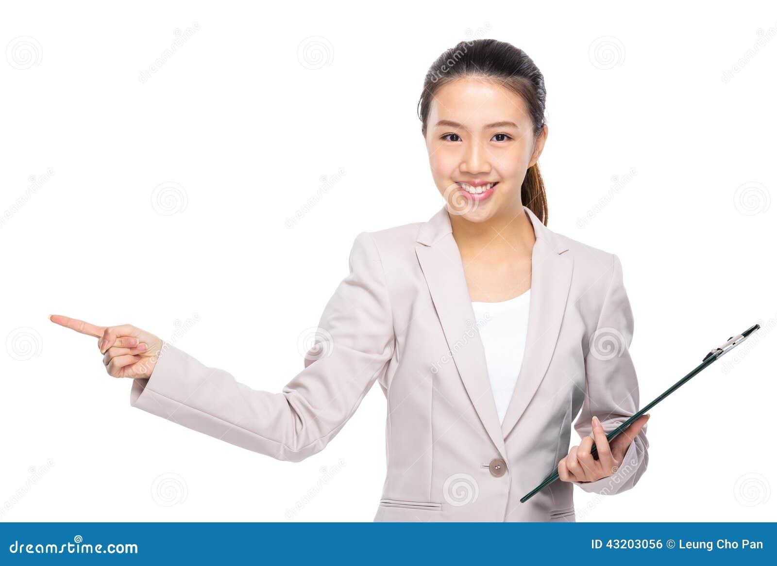 Download Den Asiatiska Affärskvinnan Med Skrivplattan Och Fingret Pekar Ut Arkivfoto - Bild av företags, yrke: 43203056