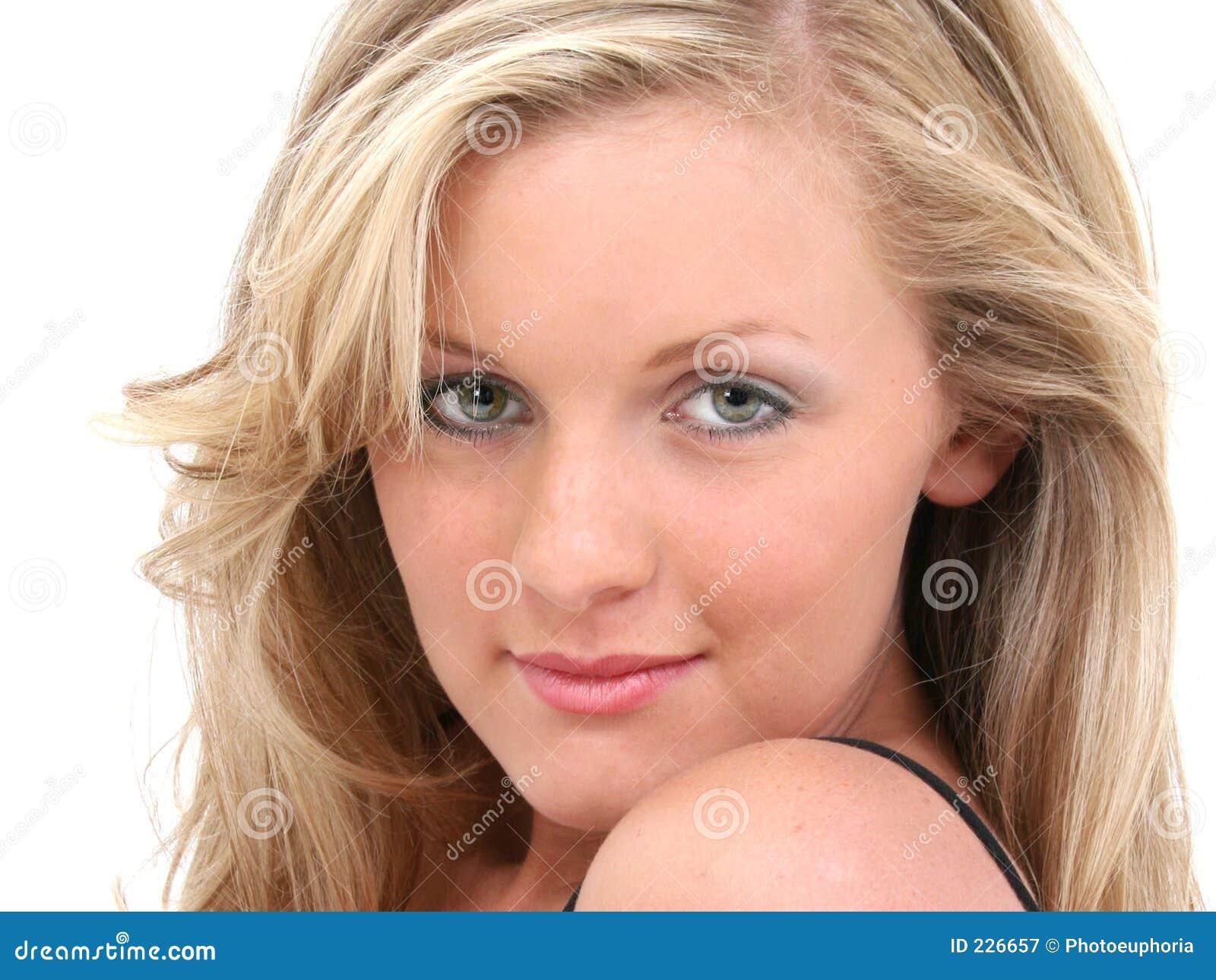 Den attraktiva blondinen eyes den teen flickahårhazelen