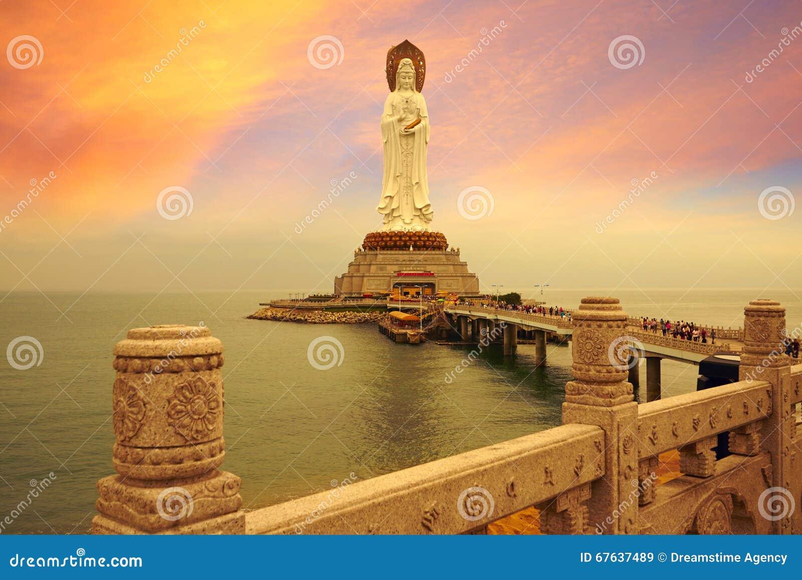 Den Avalokitesvara statyn, magisk solnedgång