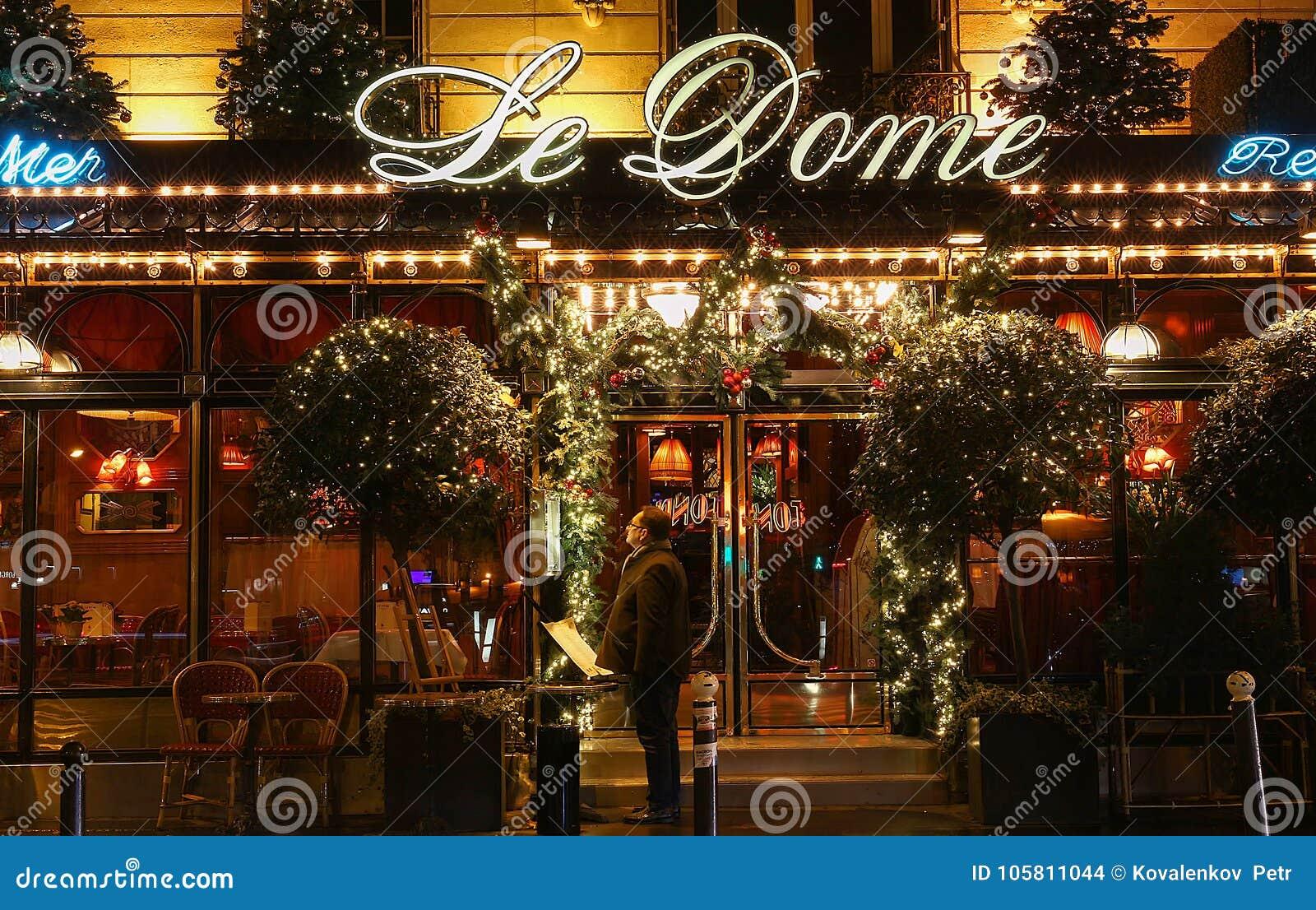 Den Beromda Restaurangen Le Kupol Dekorerade For Jul Paris Frankrike Redaktionell Fotografering For Bildbyraer Bild Av Lampa Restaurang 105811044
