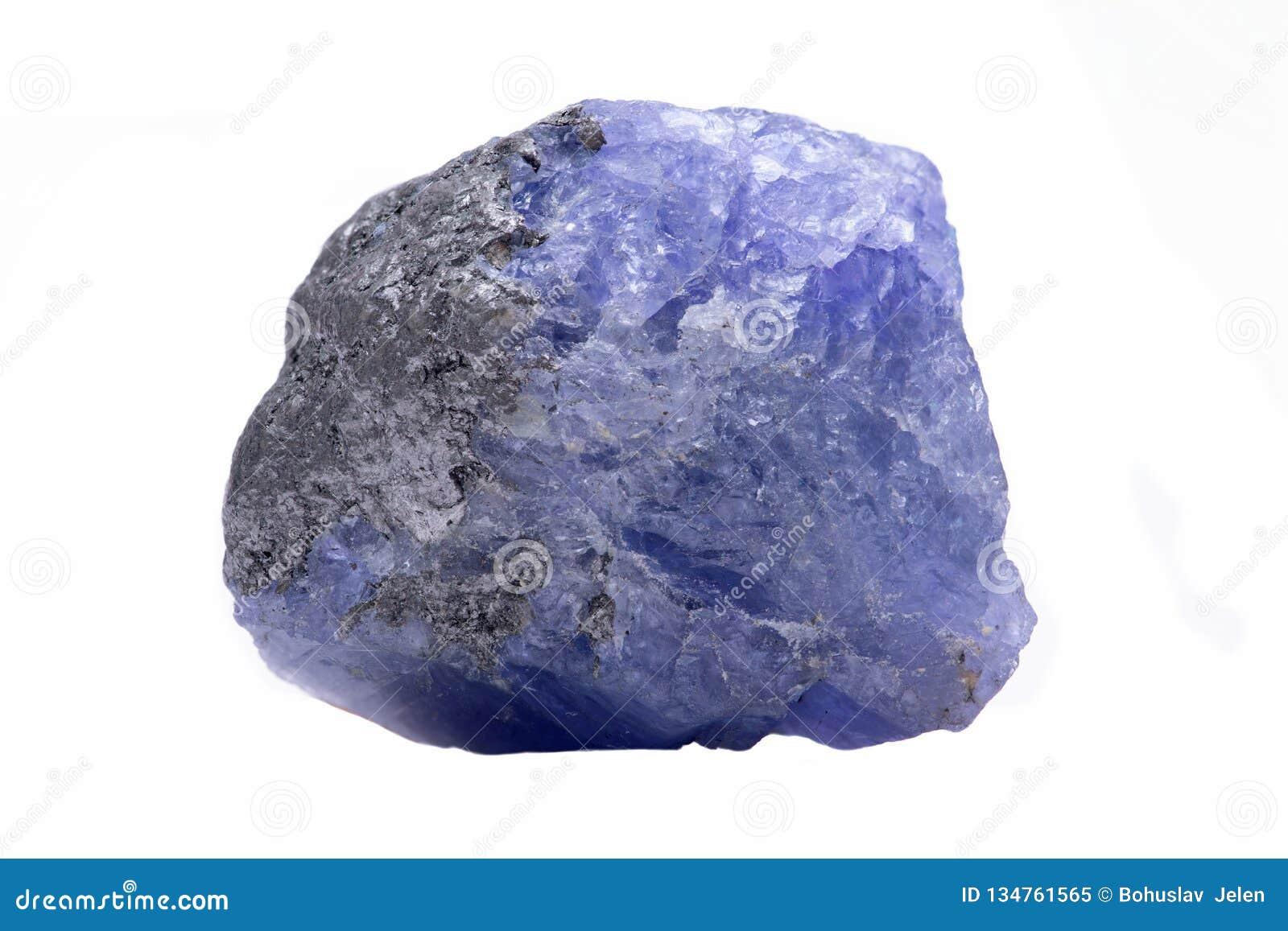 Den blåa violetta extra kvalitets- busen Tanzanite från Tanzania isolerade på vit