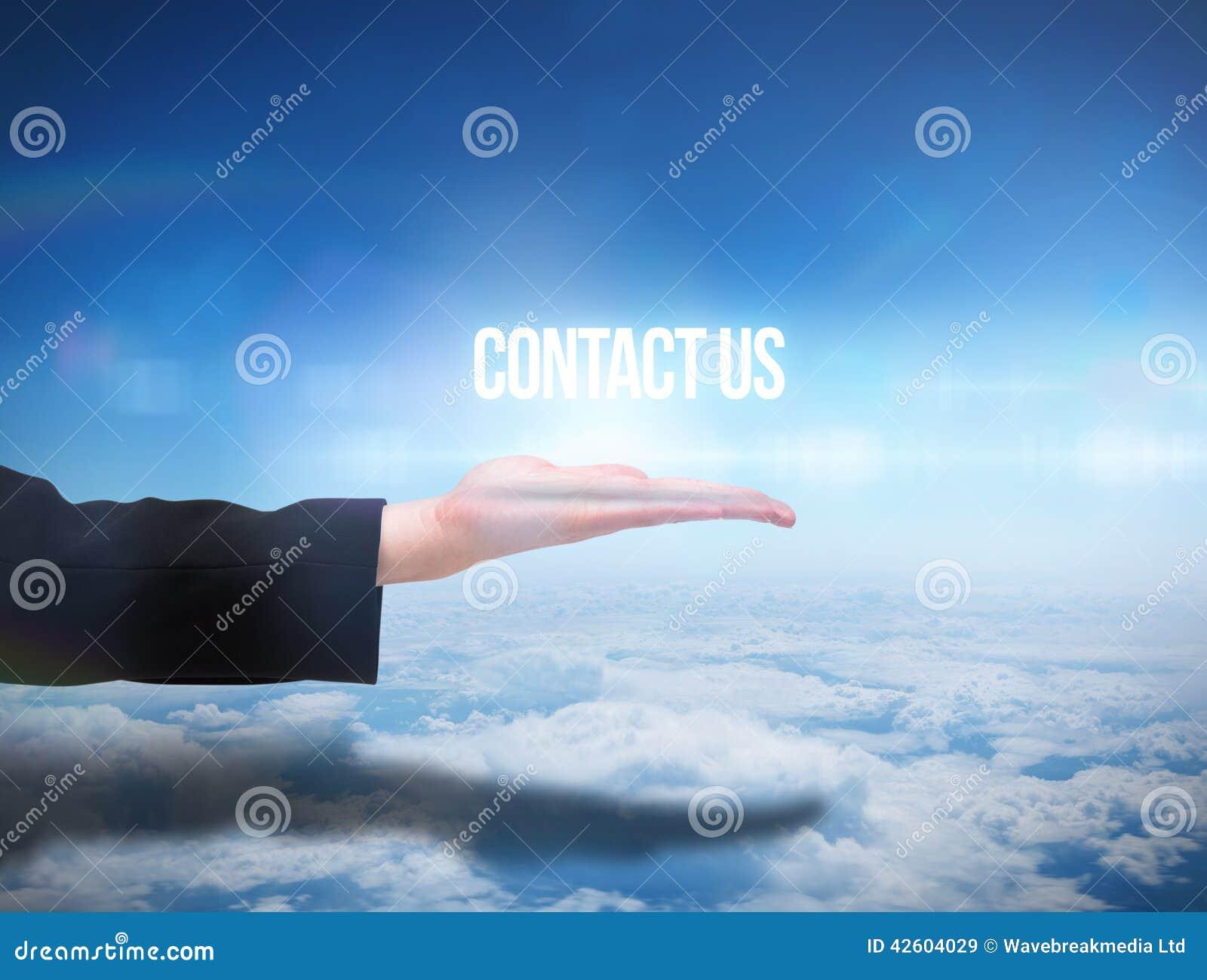 Den Businesswomans handen som framlägger ordet, kontaktar oss