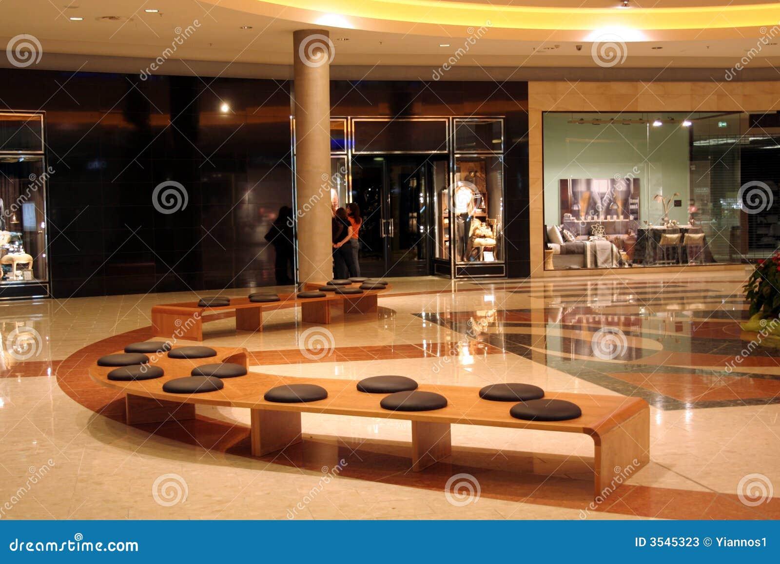Den center interioren shoppar