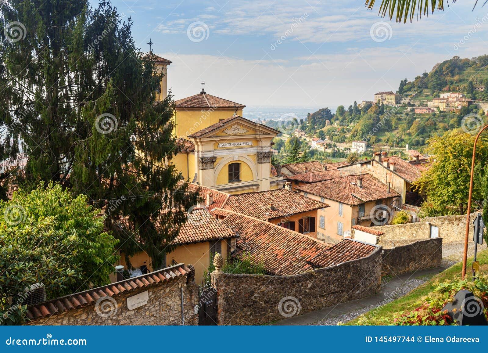 Den Chiesa dien Santa Grata inter-Vites är kyrklig i Bergamo italy
