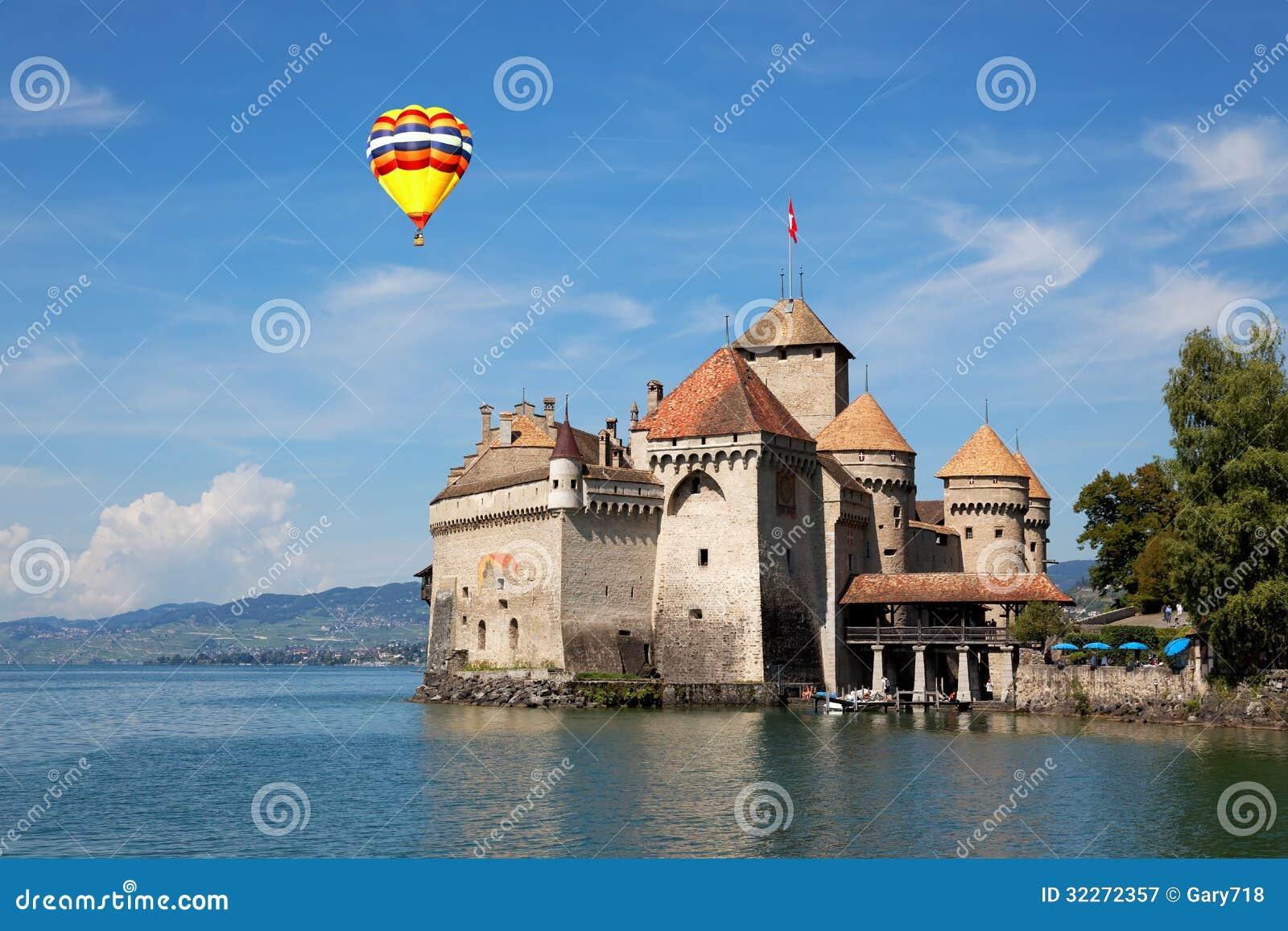 Den Chillon slotten på sjöGenève i Schweitz