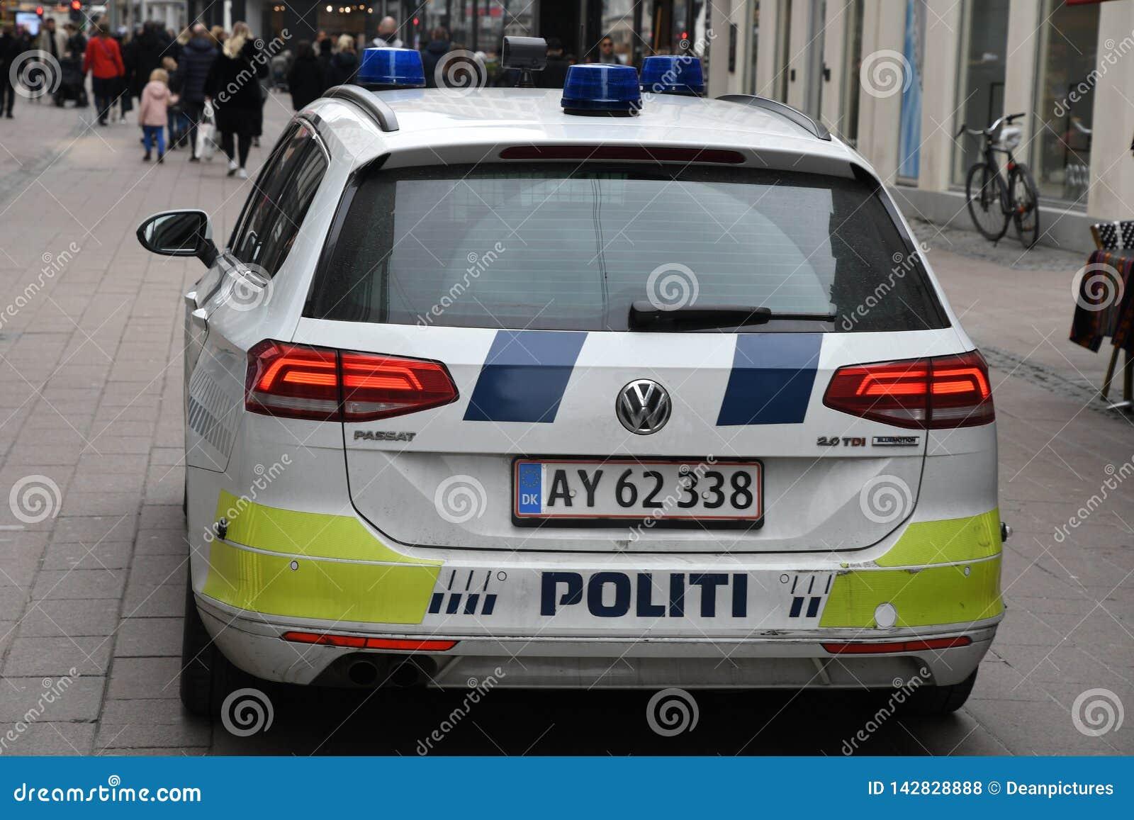 Den danska polisen patrullerar staden med polisautomatiskn