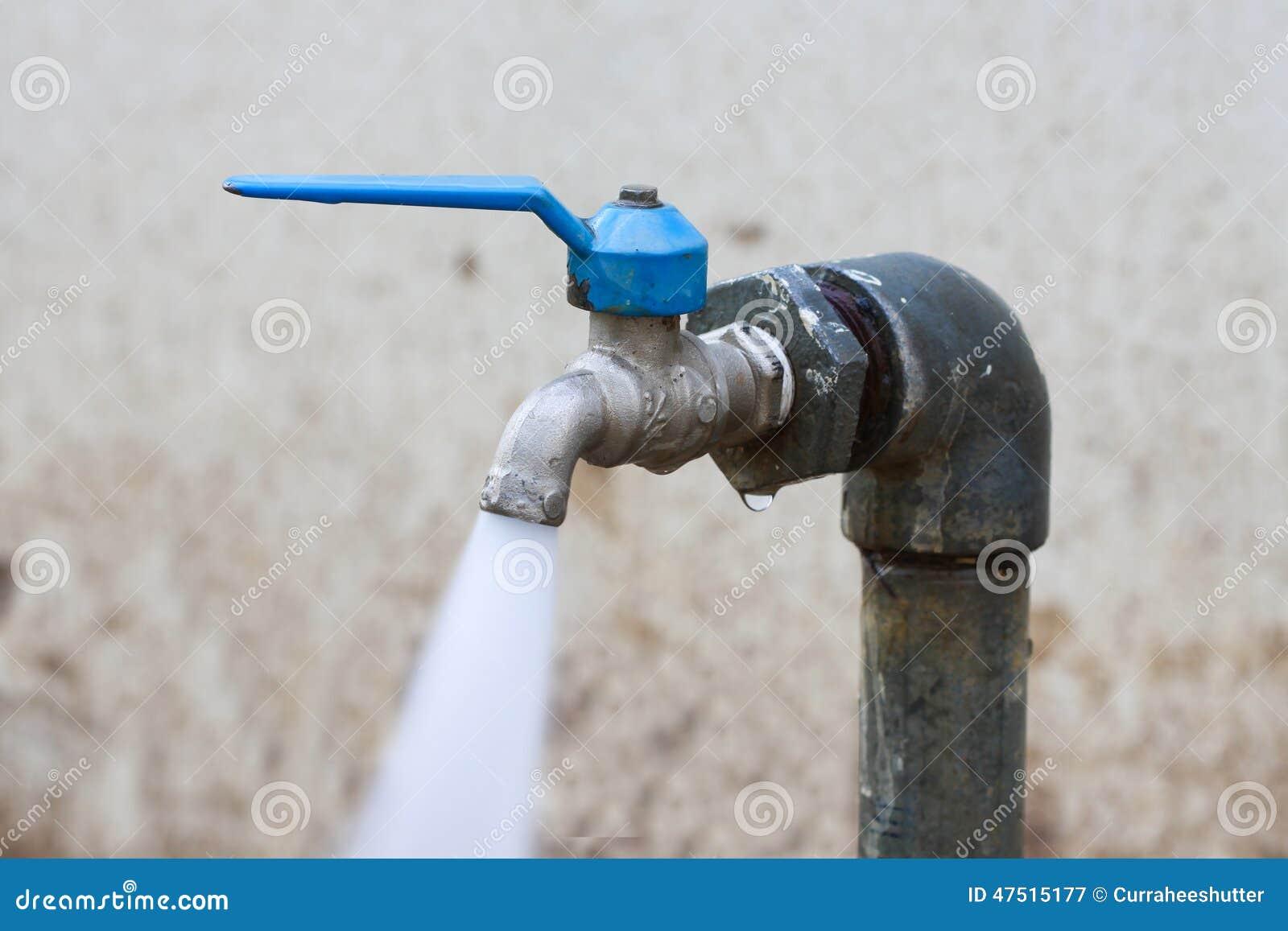 Vattenkran för öppet vatten arkivbild   bild: 25576422