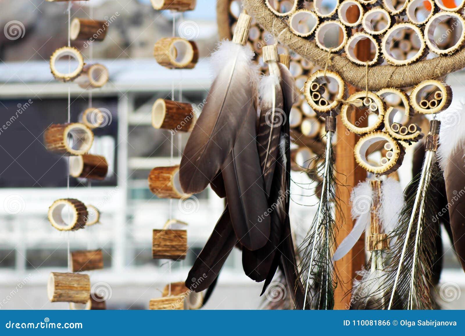 Den dröm- stopparen med fjädrar dragar och pryder med pärlor att hänga för rep Handgjorda Dreamcatcher