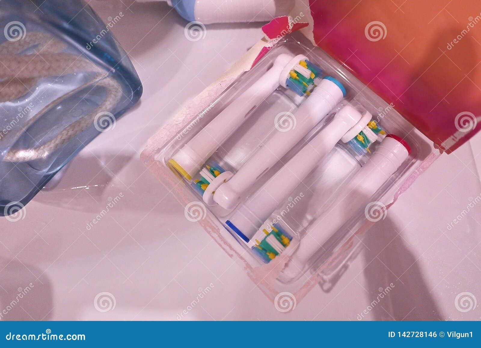 Den extra- borsten går mot den elektriska tandborsten Gör ren mycket effektivare