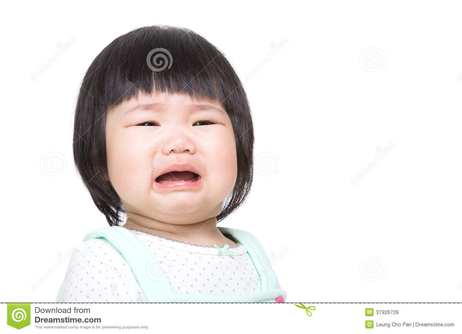 Den förtjusande asiatet behandla som ett barn gråt