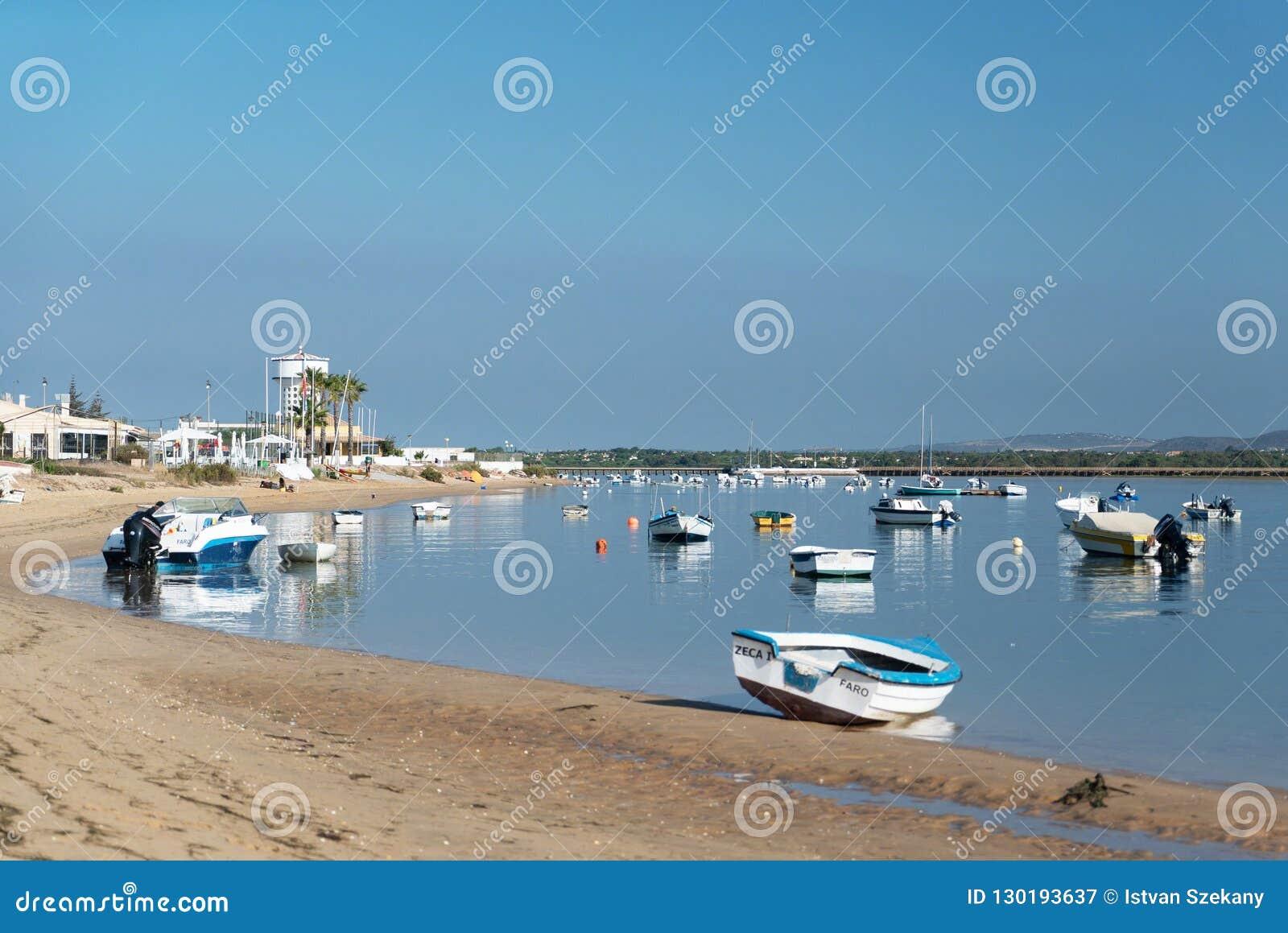 Den Faro stranden lokaliseras på den Ancão halvön