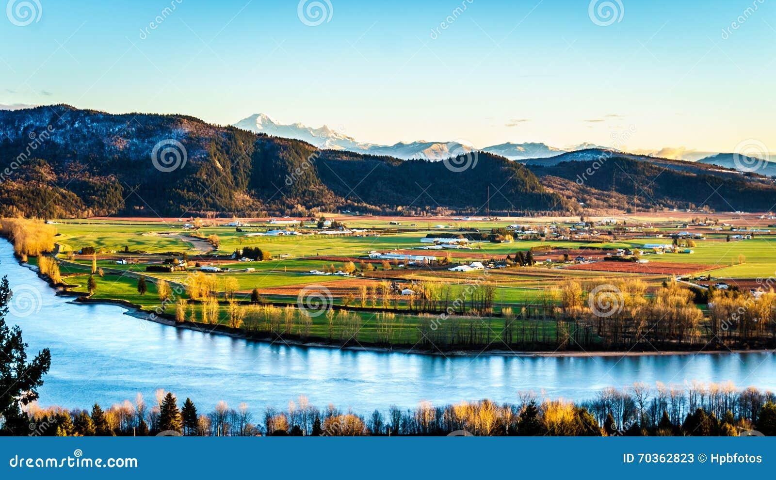 Den fertila jordbruksmarken av Fraser Valley i British Columbia