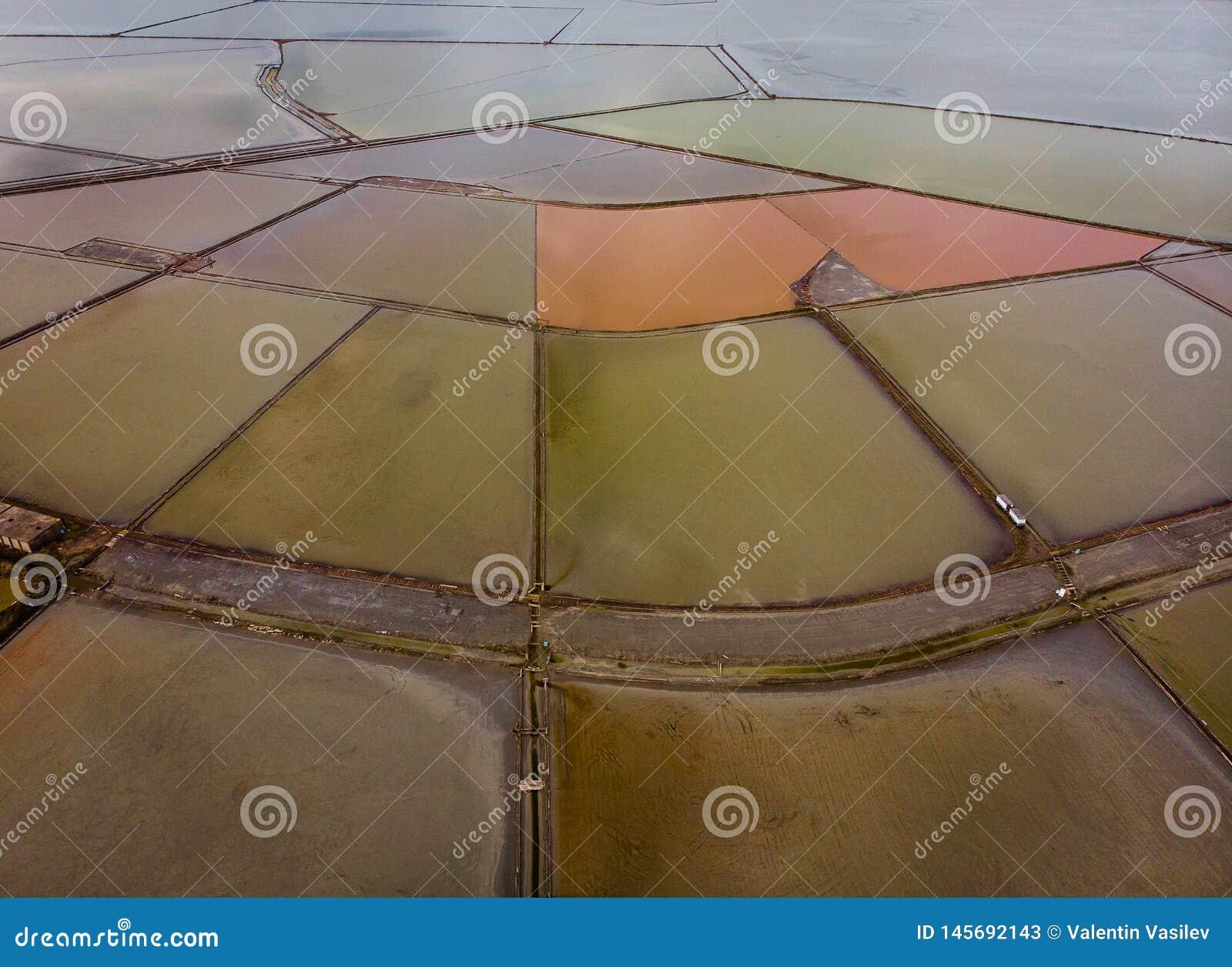 Den flyg- sikten av Burgas saltar sjön från över