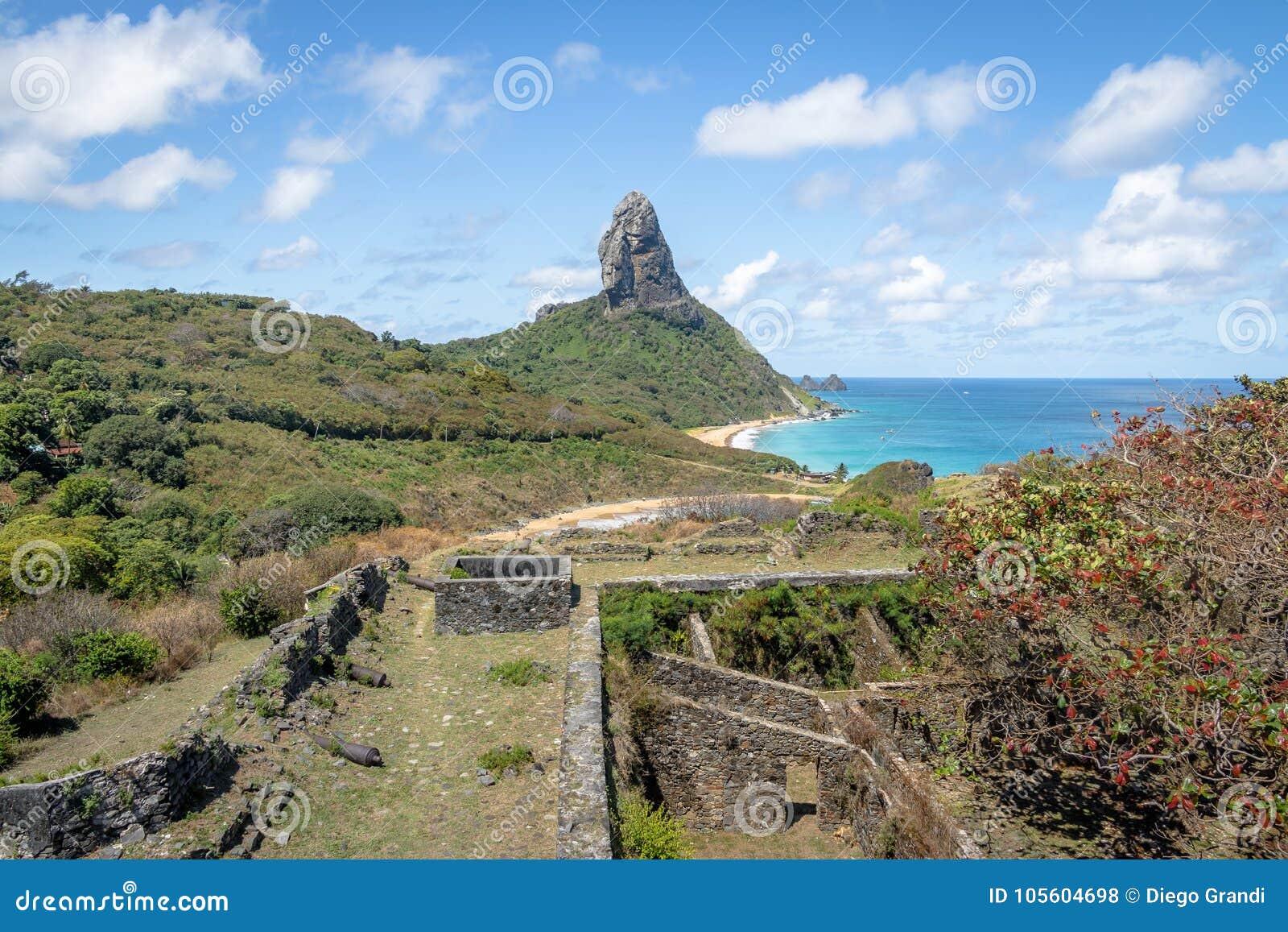 Den flyg- sikten fästningen av för Fernando de Noronha och Nossa Senhora DOS Remedios och Morro gör Pico - Fernando de Noronha, B
