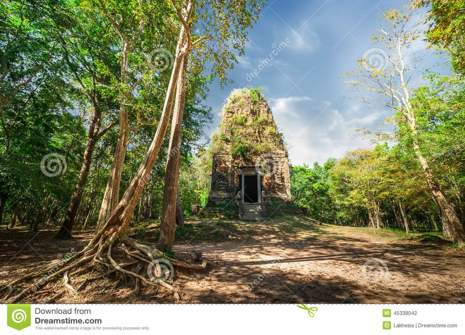 Den forntida Angkor Sambor Prei Kuk templet fördärvar pre cambodia