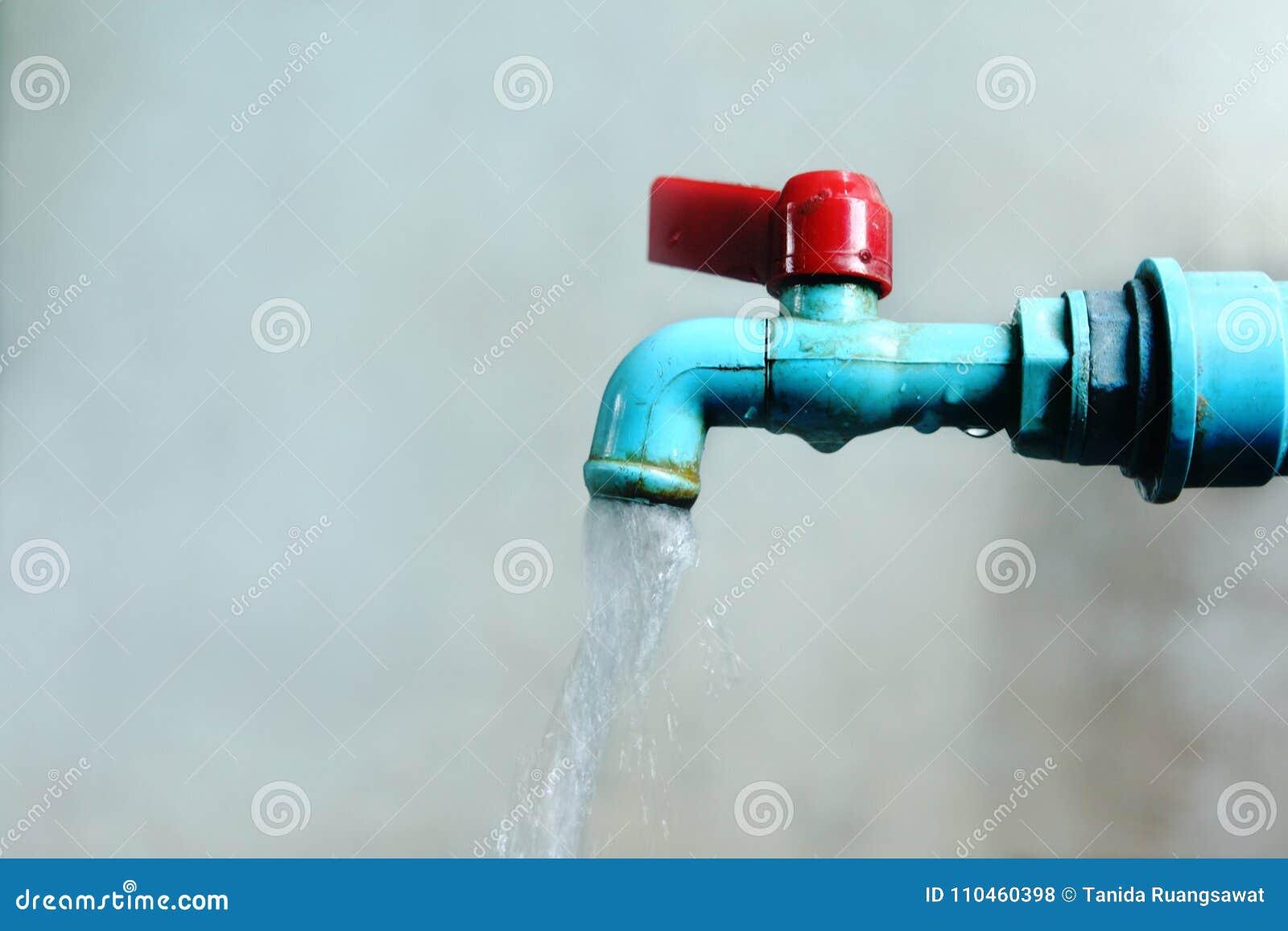 Den gamla fliken för blått vatten har vatten som ut läcker, begreppsbristvatten i världen för vattendag