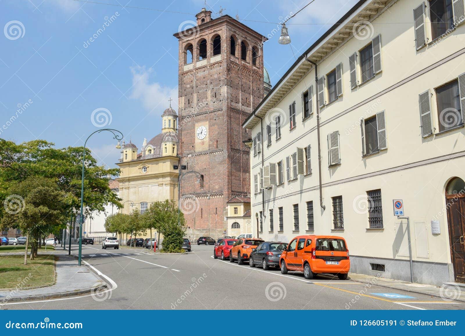 Den gamla mitten av Vercelli på Italien