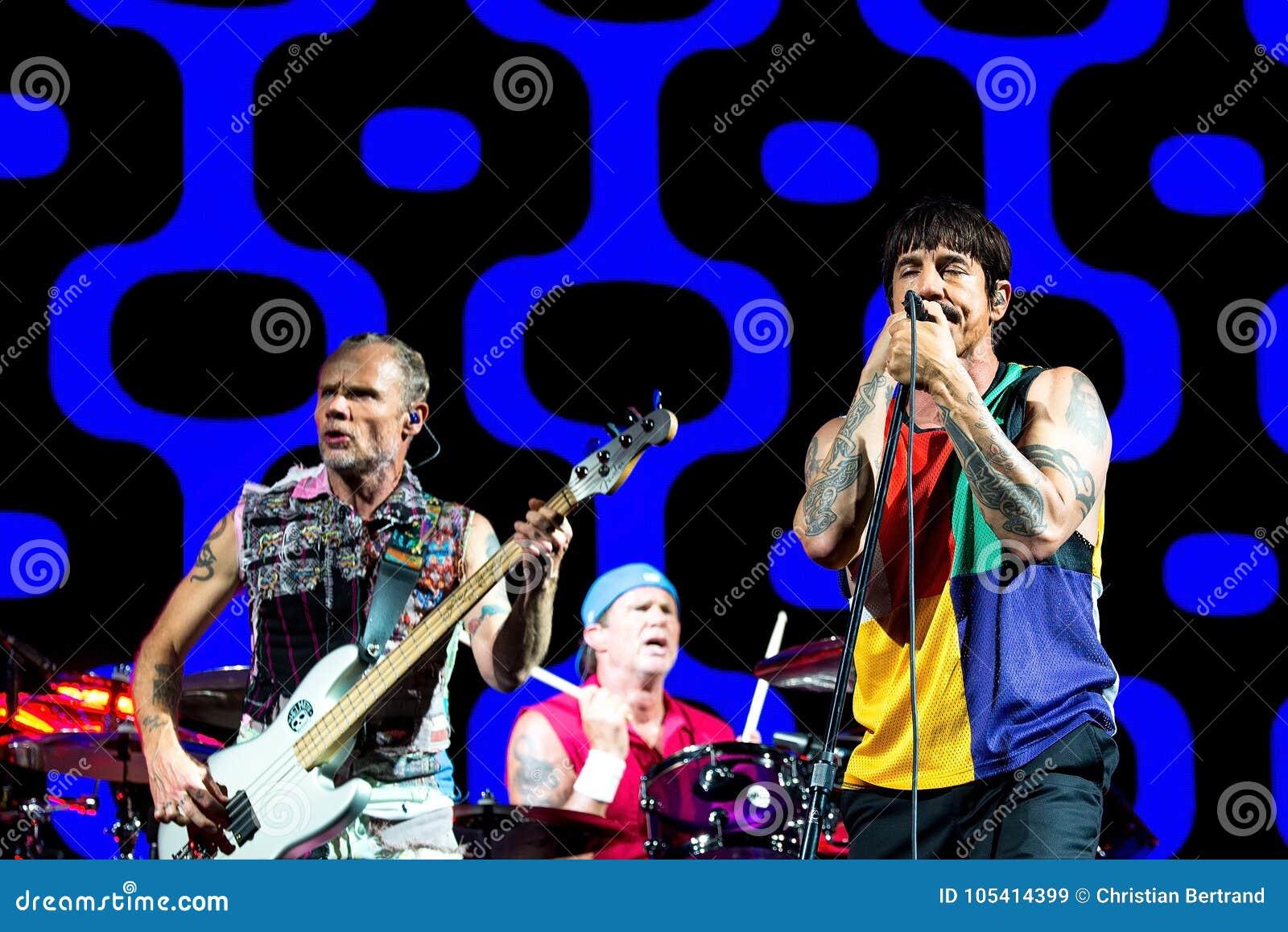 Den glödheta Chili Peppers musikmusikbandet utför i konsert på FIB festivalen