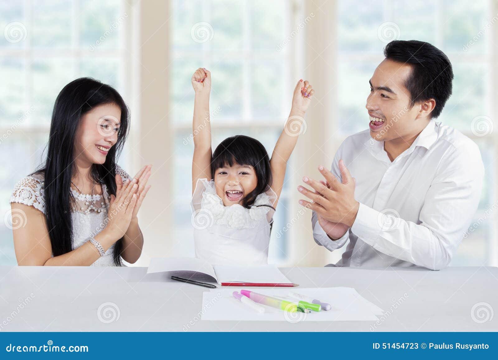 Den gladlynta skolflickan får motivation
