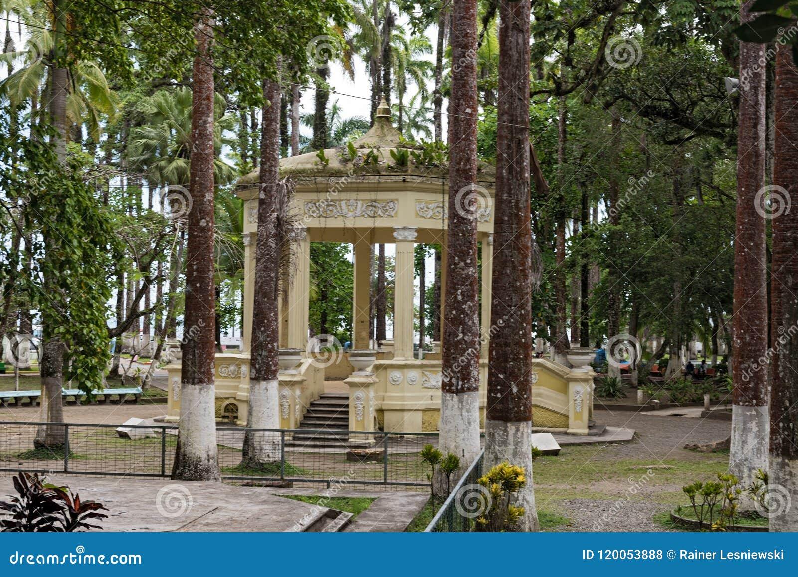 Den gula paviljongen i Parque Vargas, stad parkerar i Puerto Limon, Costa Rica