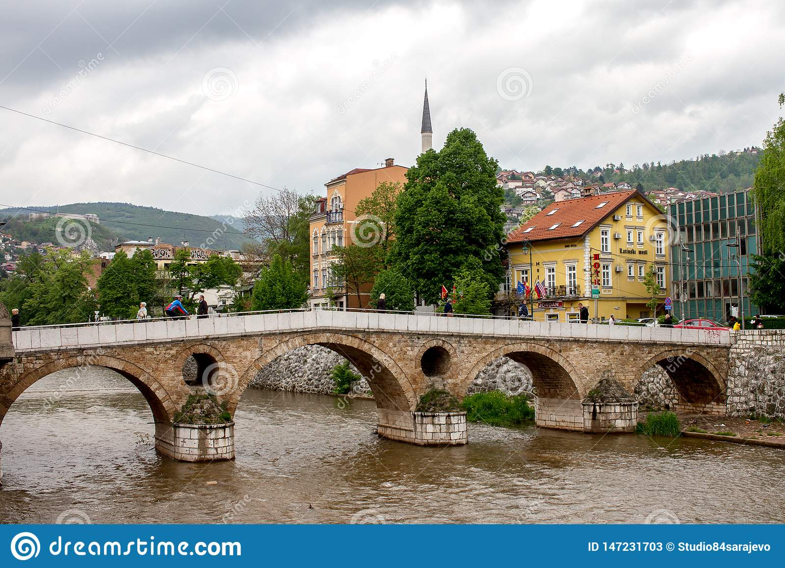 Den härliga Sarajevo latinska bron eller Princip överbryggar ärkehertigens lönnmordbron