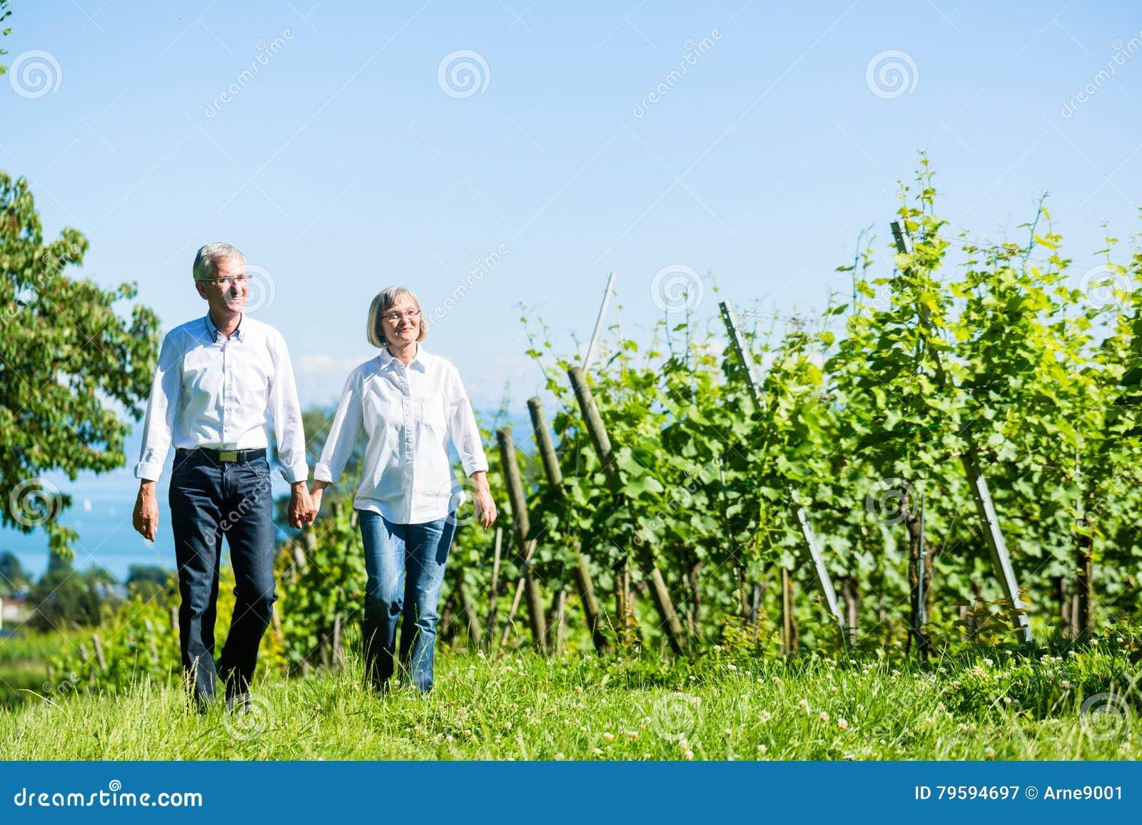 Den höga kvinnan och mannen som den har, går i sommar