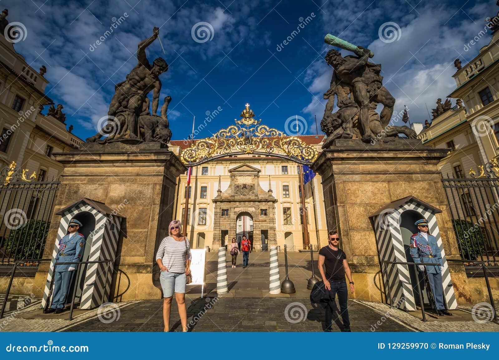 Den Hradcany fyrkanten i Prague den gamla staden, Tjeckien