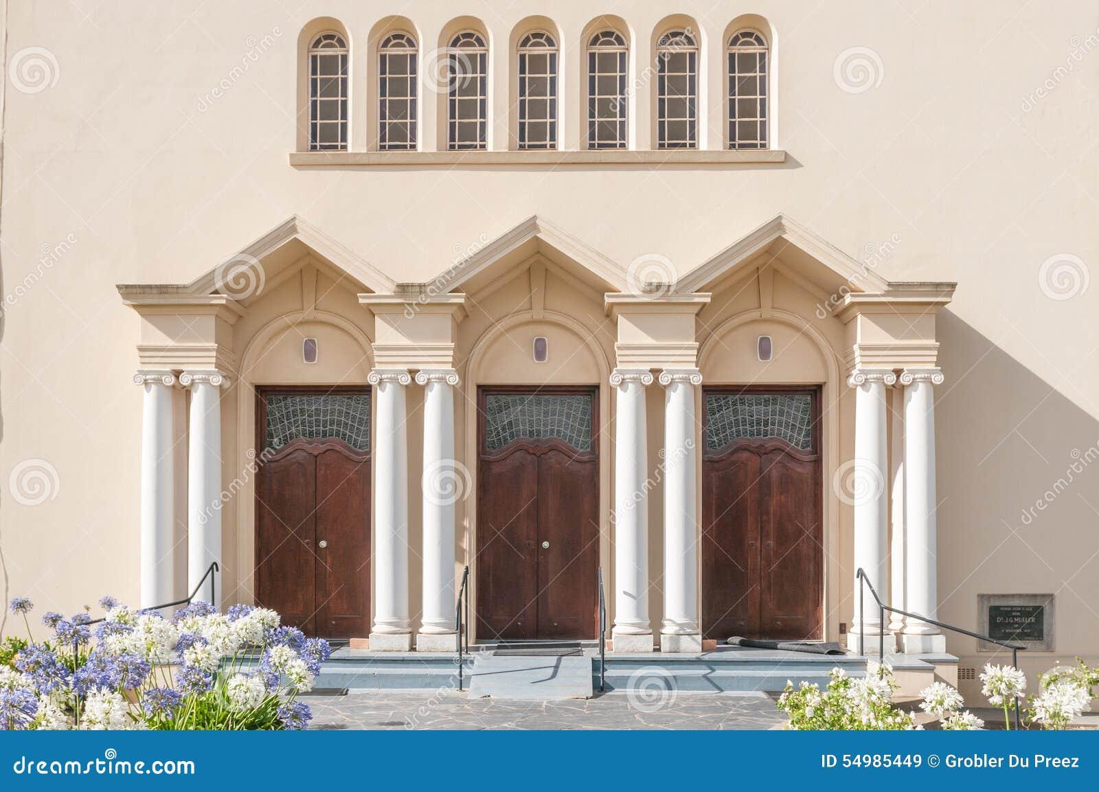 Den huvudsakliga enterancen av holländaren omdanade kyrkan i Riviersonderend