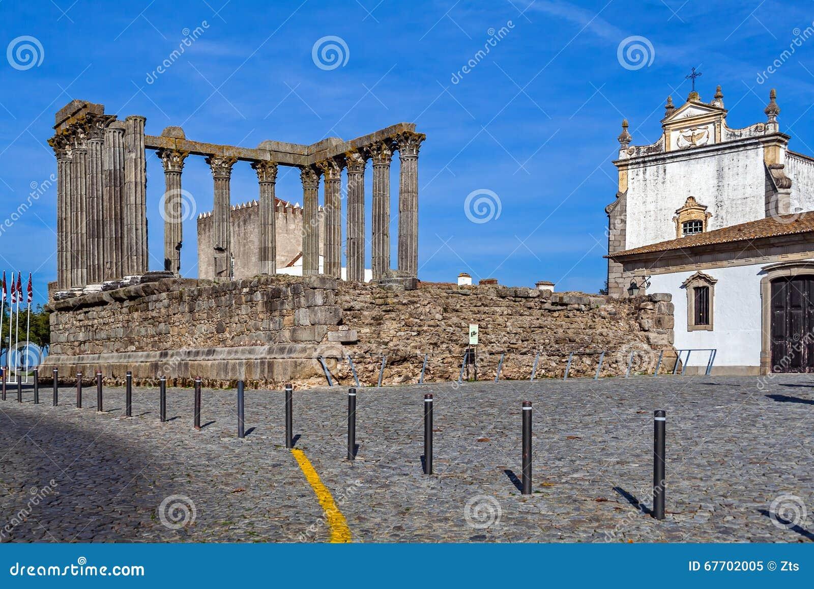Den iconic Roman Temple som är hängiven till kejsarekulten