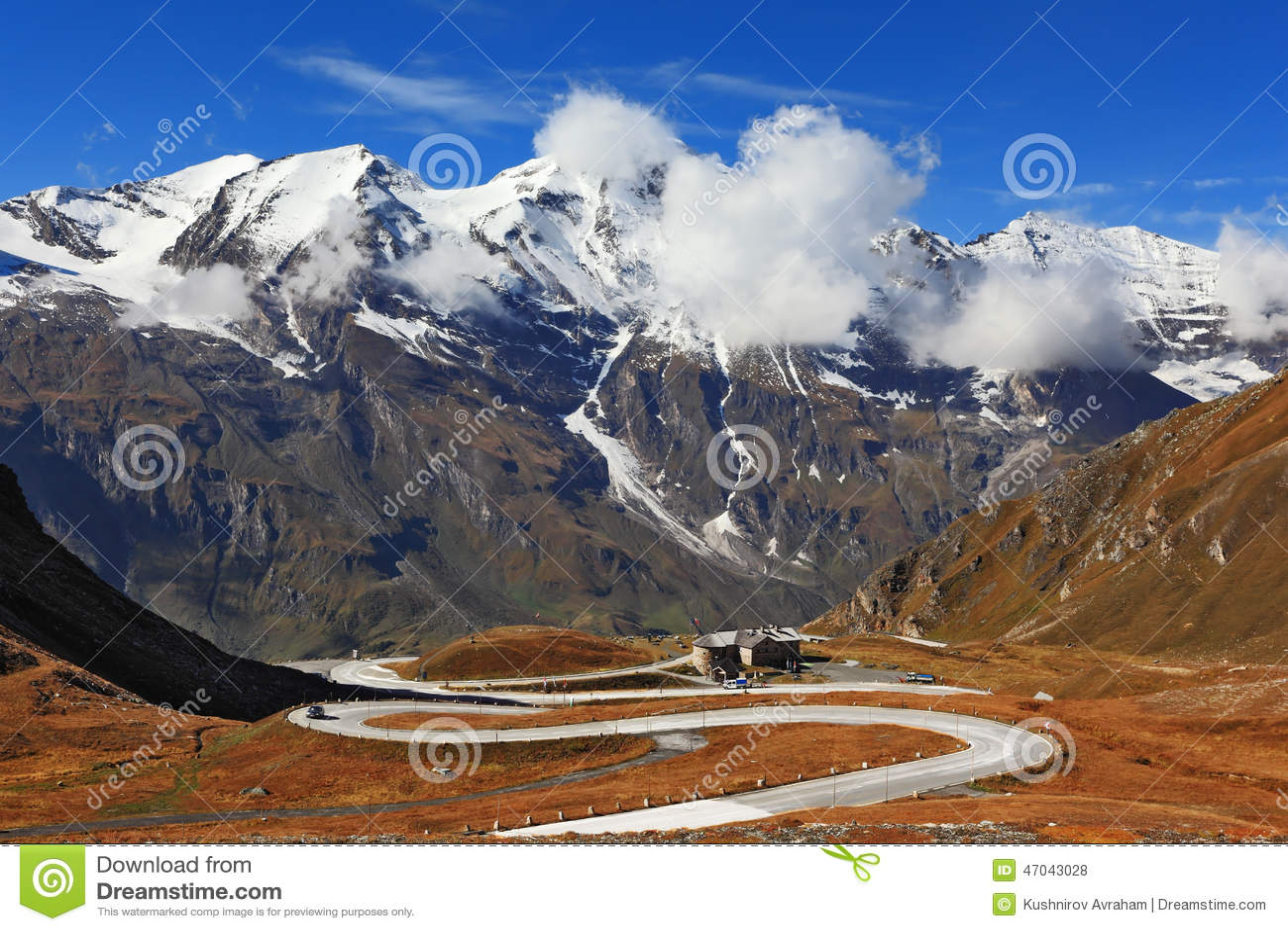 Den ideala huvudvägen spolar höjdpunkt i bergen