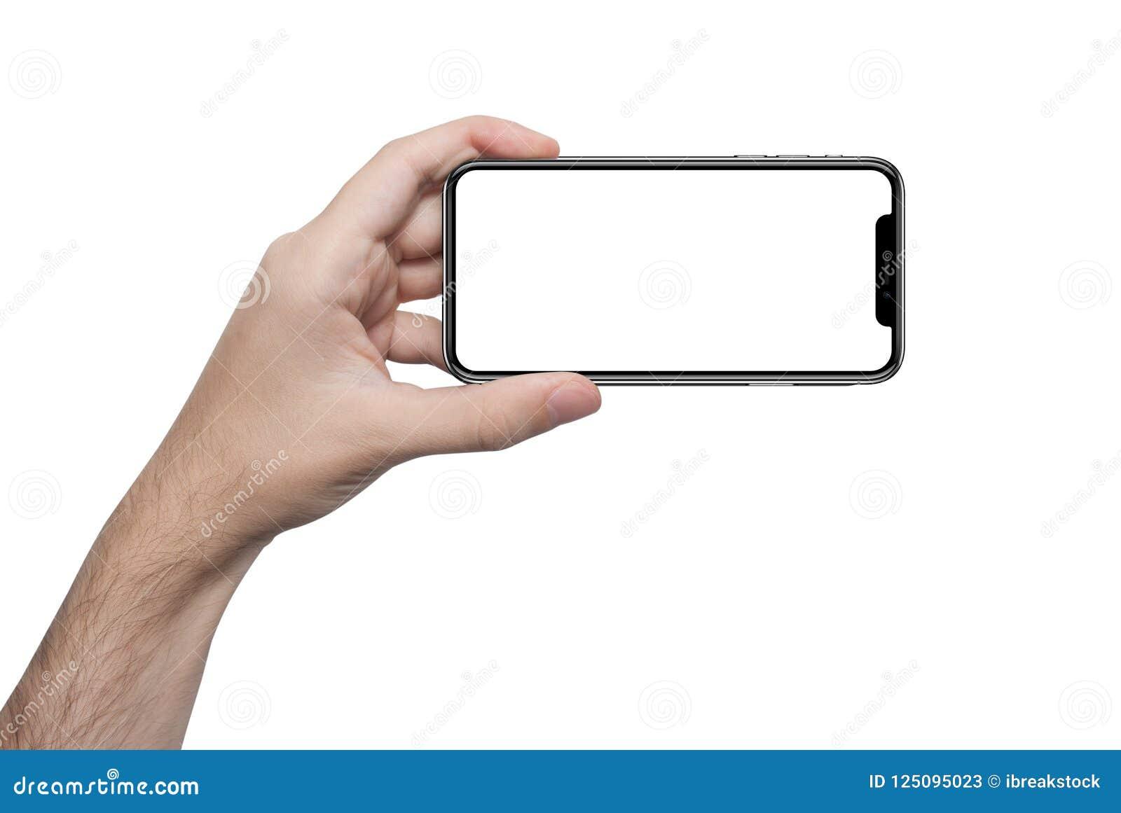 Den isolerade manliga handen som rymmer telefonen, isolerade skärmen