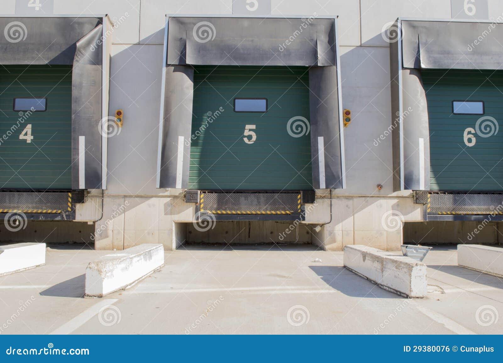 Den ladda fjärden för åker lastbil med numrerar