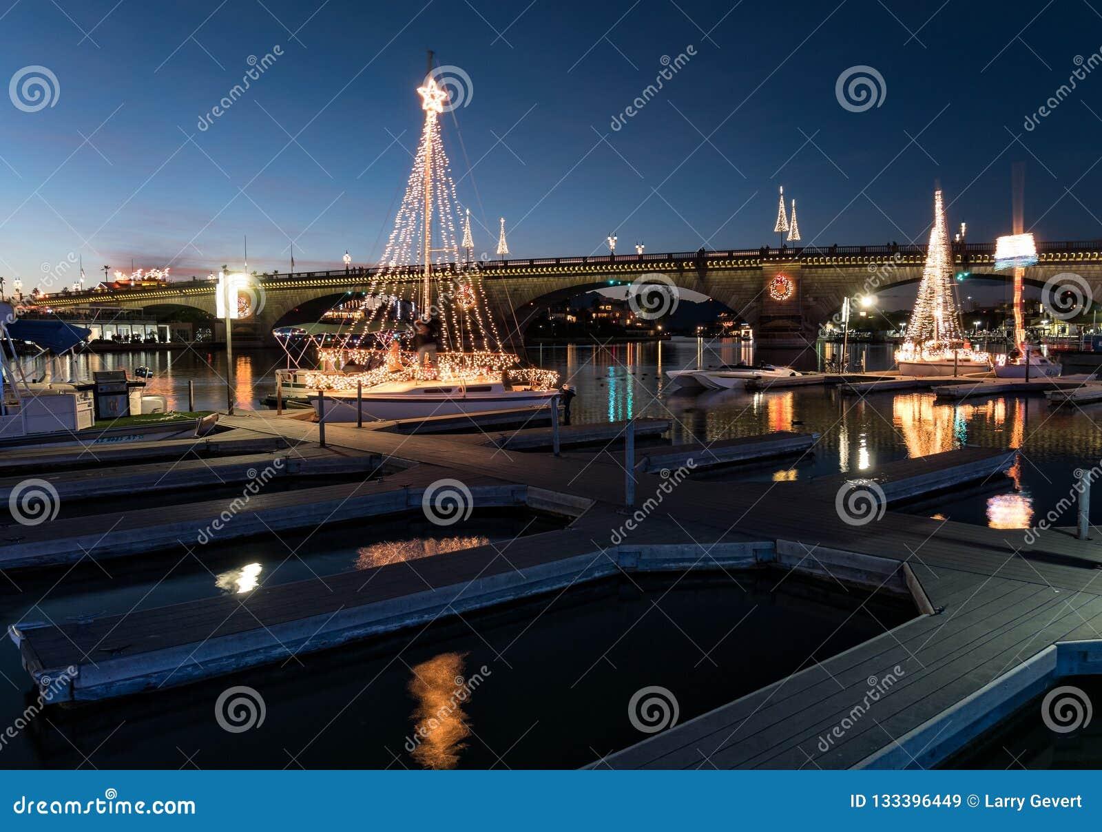Den Lake Havasu staden ståtar av ljus, den London bron