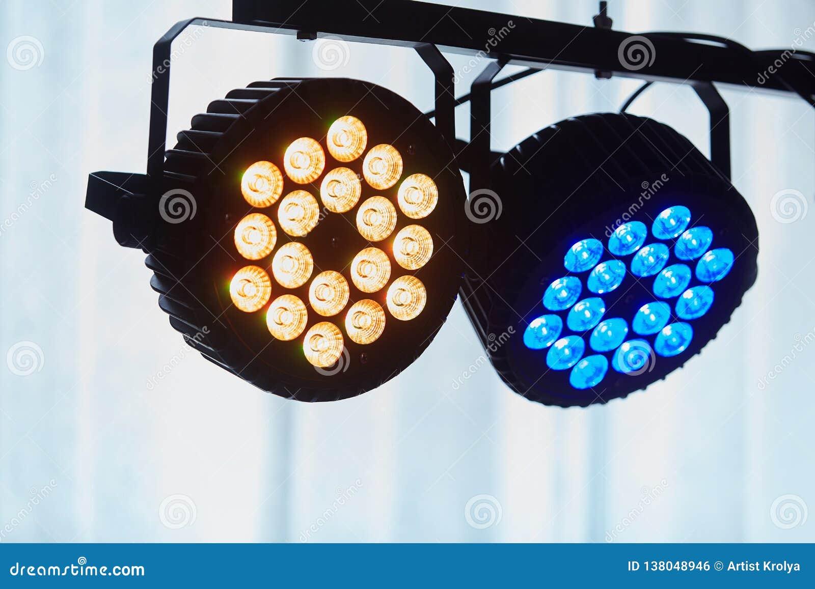 Den LEDDE yrkesmässiga tändande apparaten för forstagen färgade Ledde ljus för disko