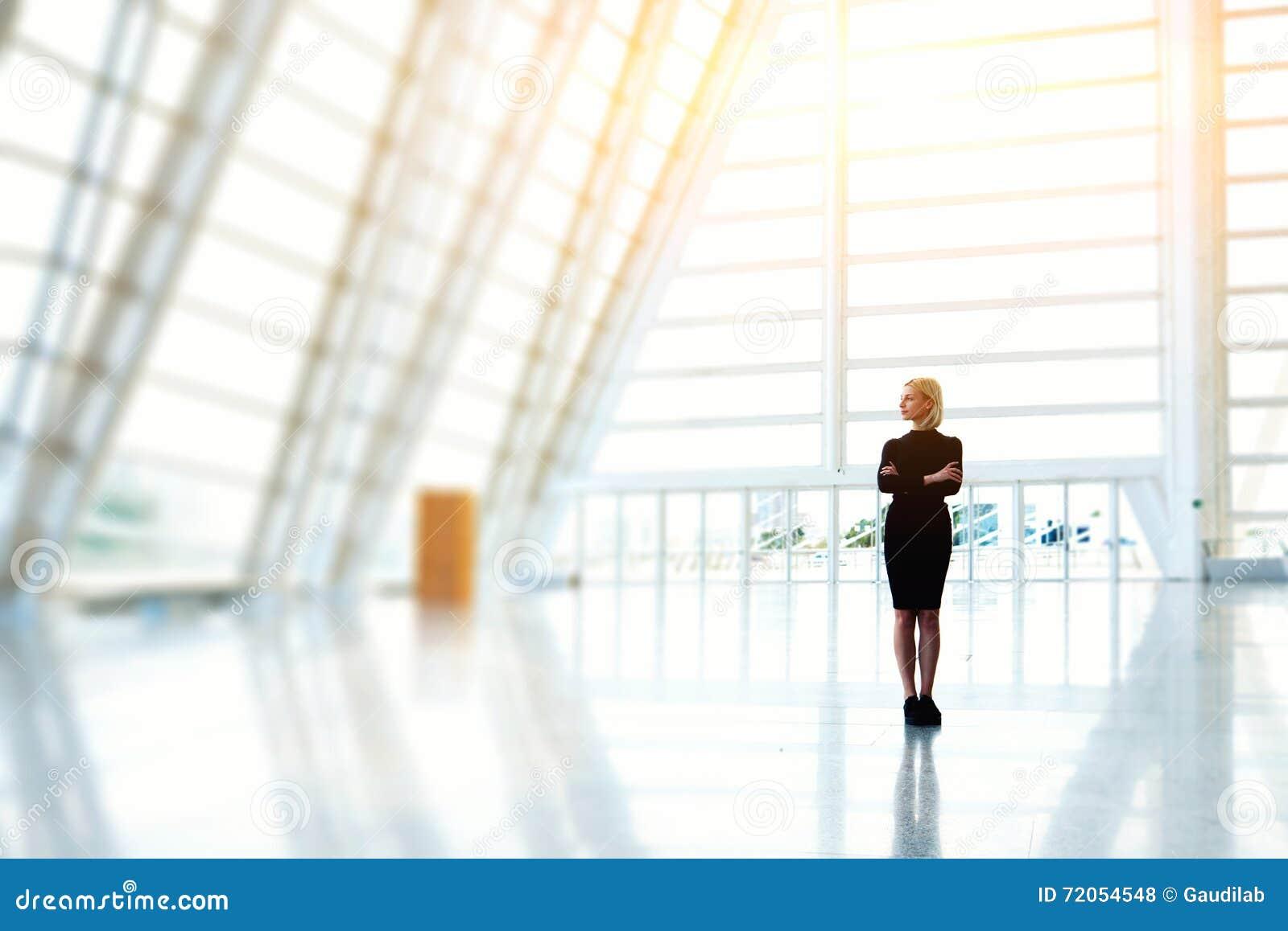 Den lyckade kvinnliga vd:n väntar affärspartners
