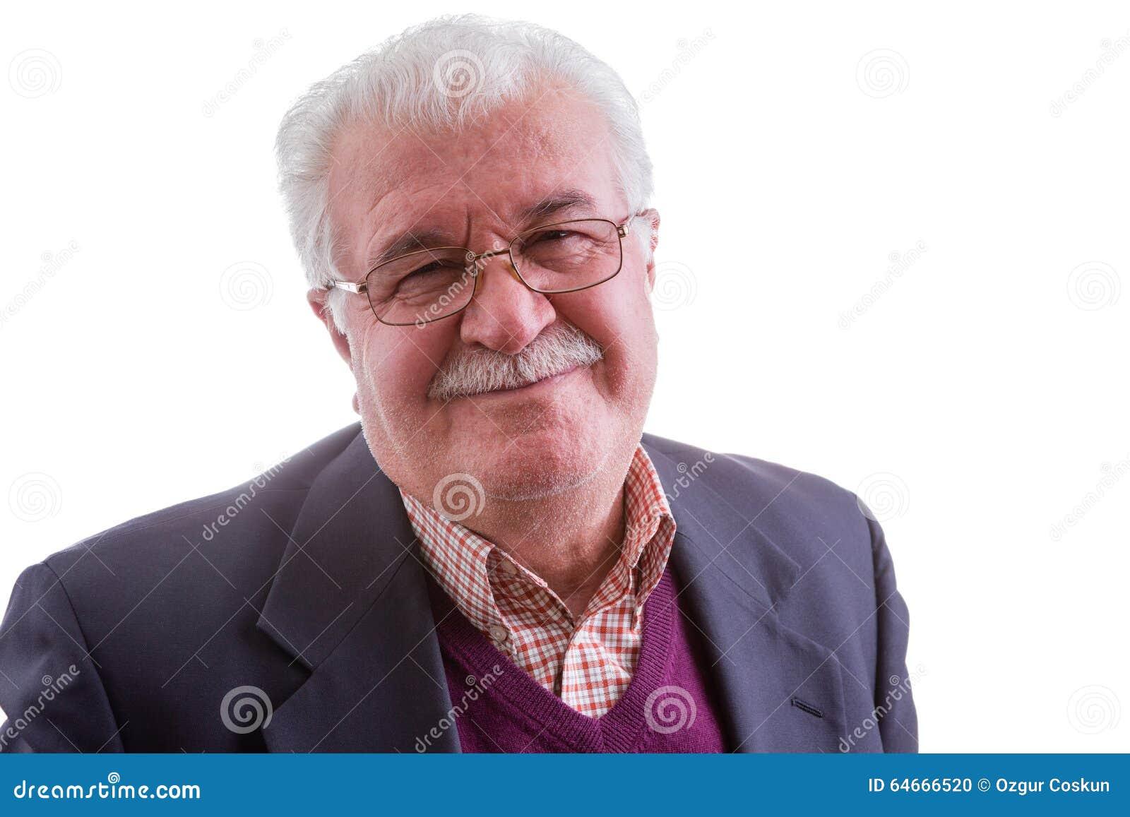 Den lyckliga höga mannen med ett brett värme leende