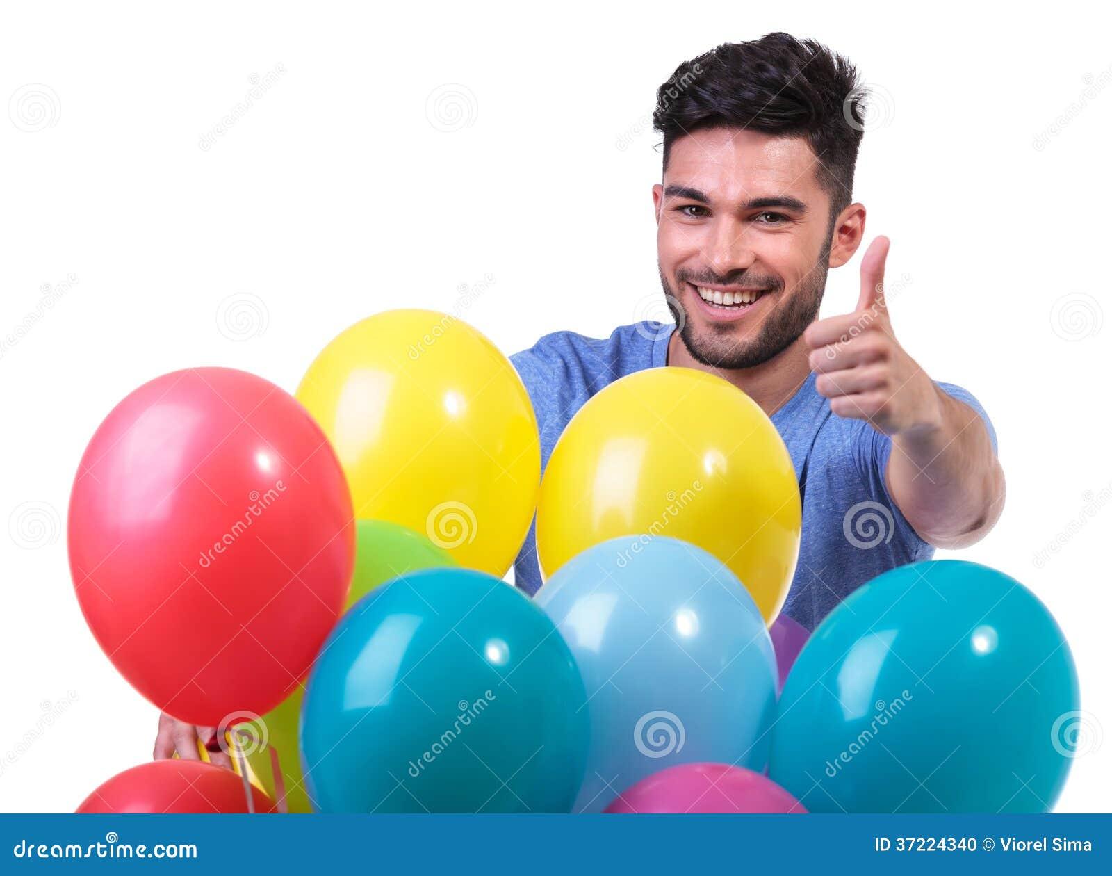Den lyckliga mannen bak baloons samlar ihop framställning ok