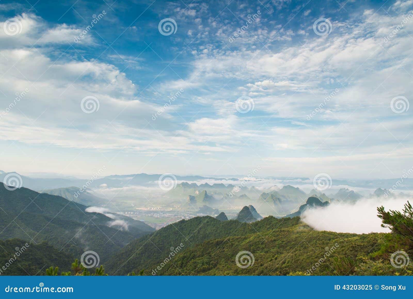 Download Den Maximala Vinden Runt Om Molnen Fotografering för Bildbyråer - Bild av brigham, quiet: 43203025