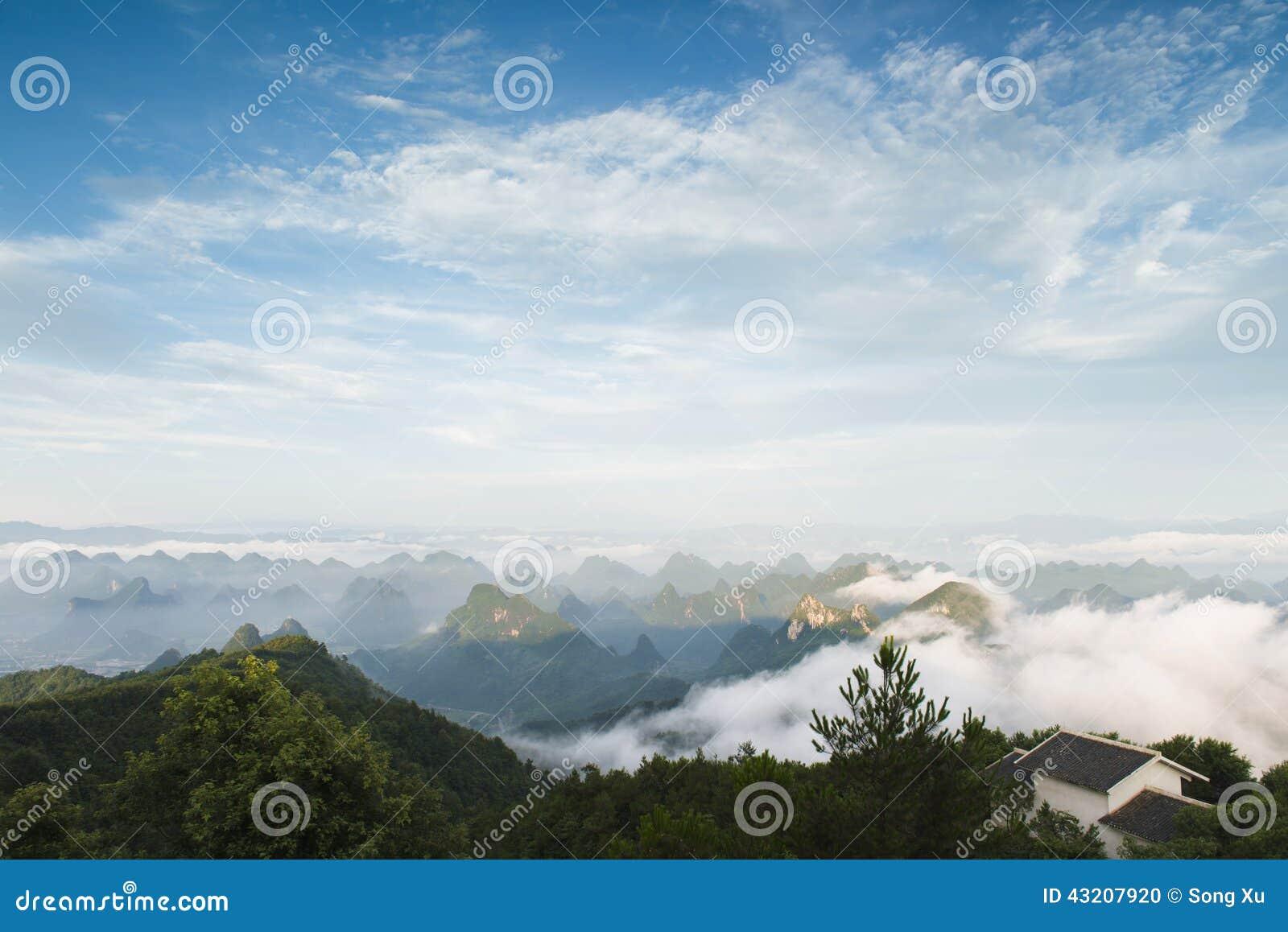 Download Den Maximala Vinden Runt Om Molnen Arkivfoto - Bild av utomhus, fred: 43207920