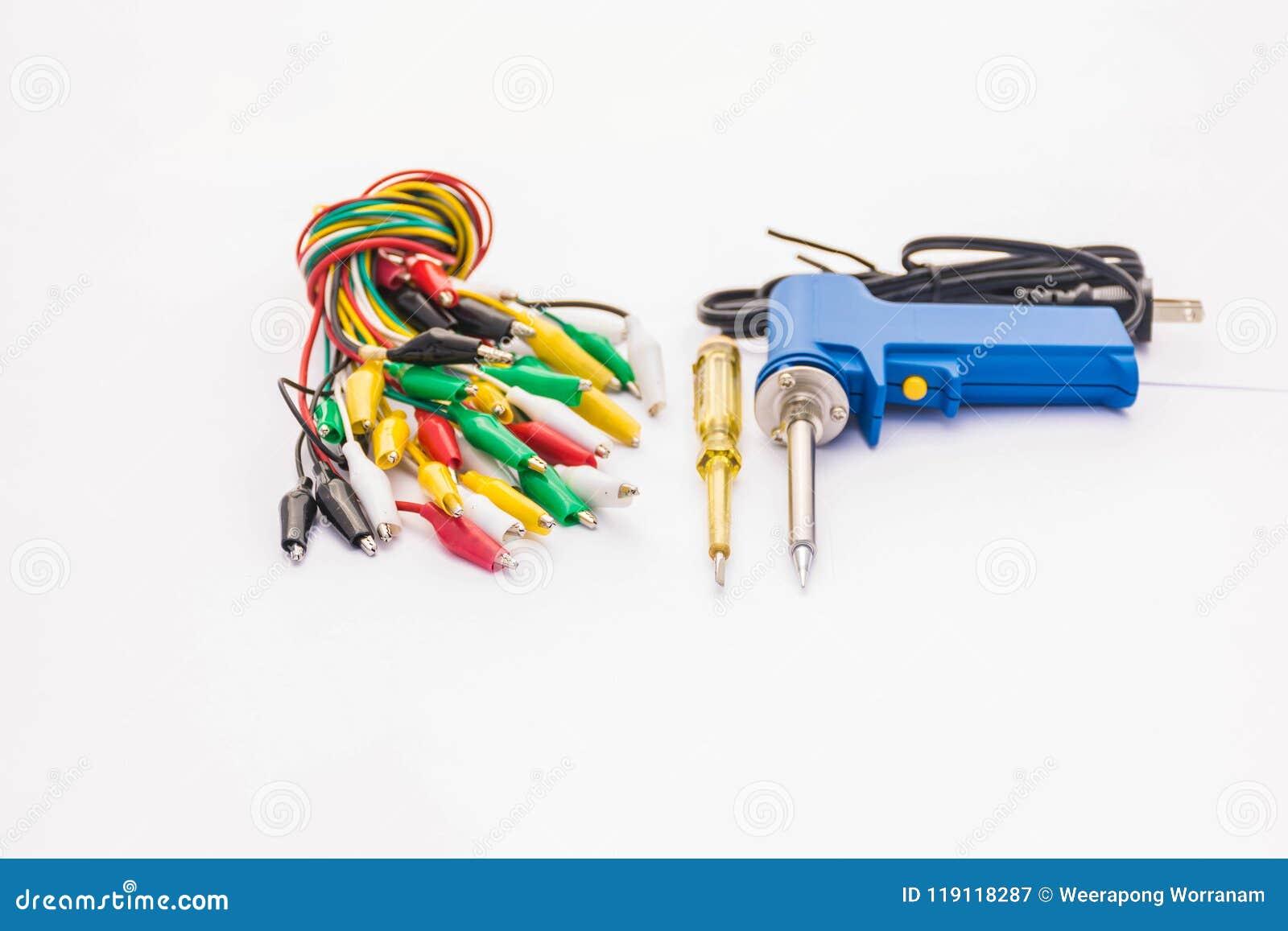 Den mjuka suddiga och mjuka fokusen av flerfärgad pincett, elektrisk skruvmejselprovlampa som löder utrustning, tillbehör, reserv