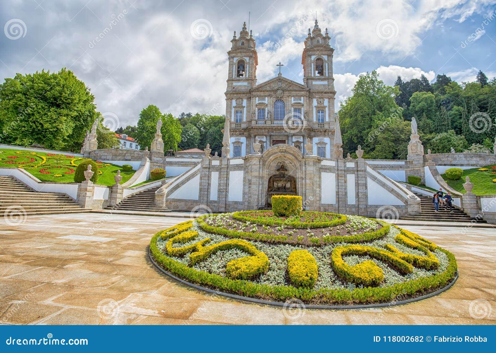 Den neoclassical basilikan av Bom Jesus gör Monte i Braga, Portugal
