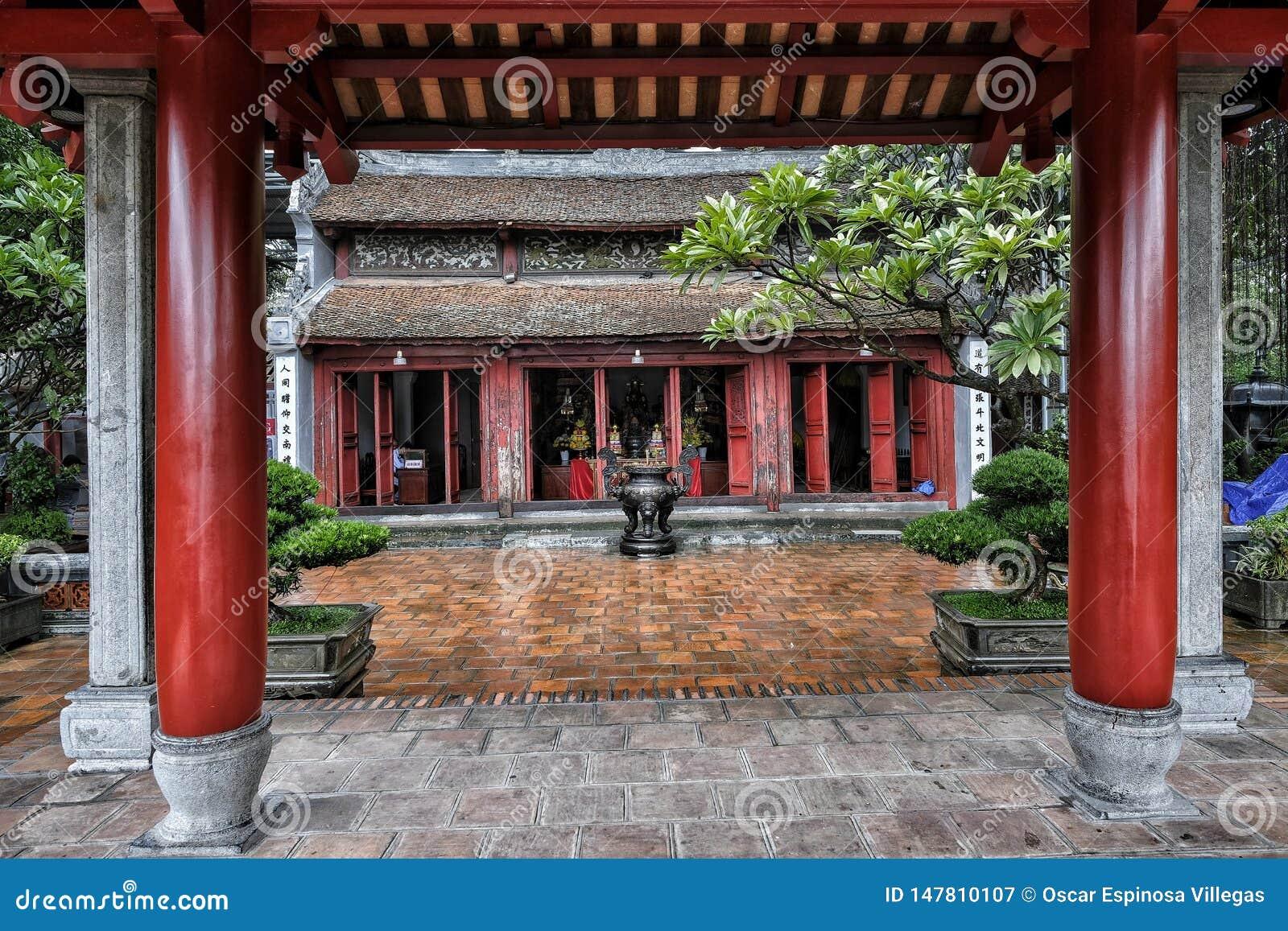Den Ngoc son temple, Hoan Kiem Lake, Hanoi.