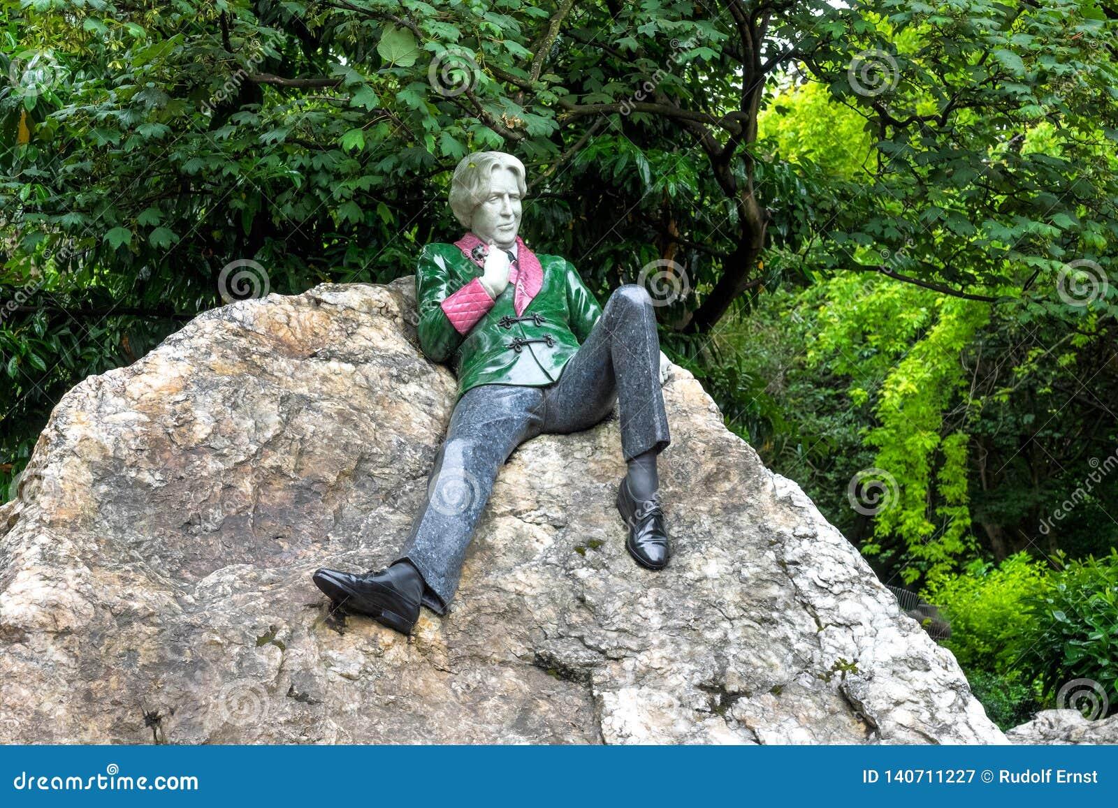 Den Oscar Wilde monumentet i den Merrion fyrkanten parkerar, Dublin, Irland
