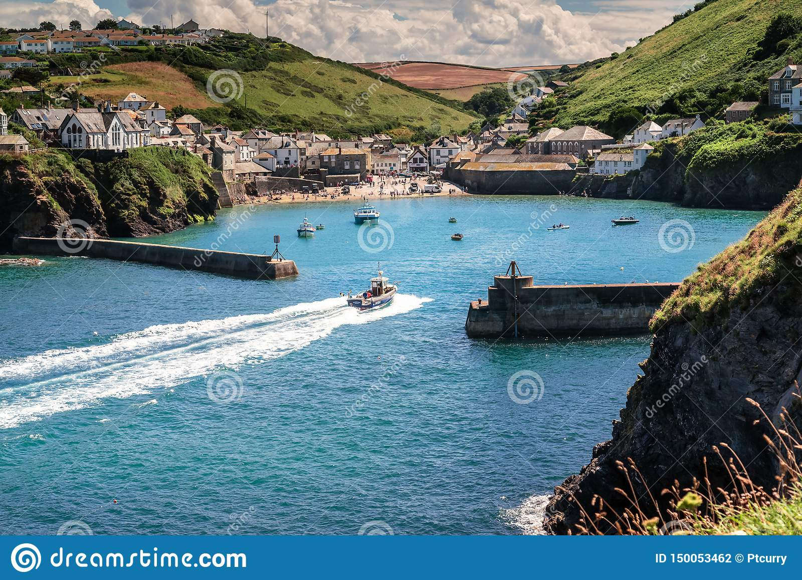 Den pittoreska sjösidabyn & porten Isaac i Cornwall