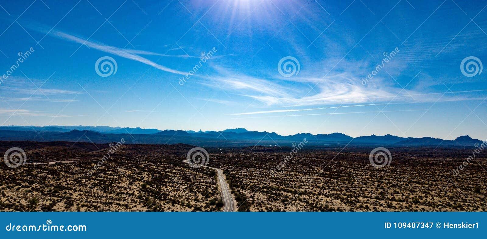 Den regionala flyg- sikten av McDowell parkerar nära Phoenix, Arizona