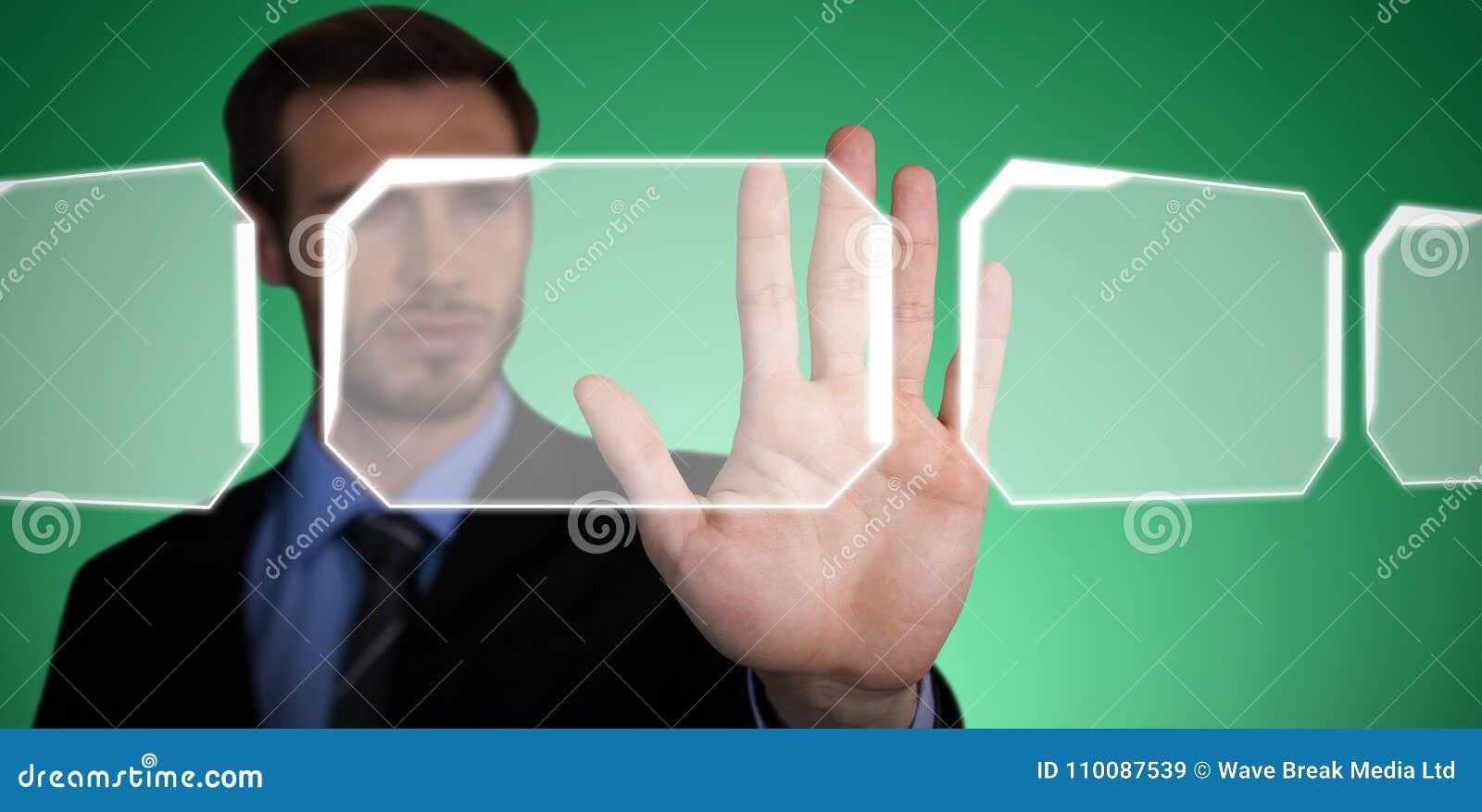 Den sammansatta bilden av slutet av att trycka på för affärsman gömma i handflatan upp på osynlig manöverenhet
